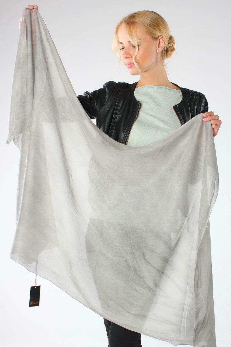 Шарф12-01_серыйСтильный женский шарф Laura Milano, изготовленный из натурального шелка, станет великолепным завершением любого наряда. Изящный шарф поможет вам создать изысканный женственный образ, а также согреет в непогоду.