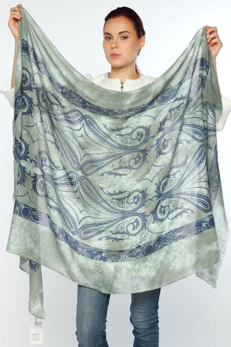 ПалантинYY-21594-10Стильный женский палантин Sophie Ramage станет великолепным завершением любого наряда. Палантин изготовлен из модала с добавлением шерсти и оформлен оригинальным принтом. По краю модель украшена небольшой бахромой. Изящный палантин поможет вам создать изысканный женственный образ, а также согреет в непогоду.