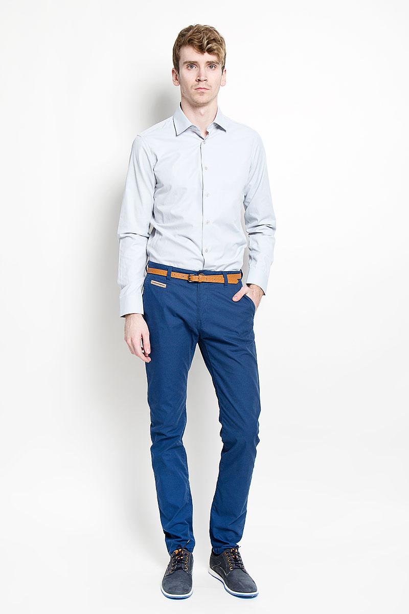 Рубашка мужская. SW 55SW 55-05Мужская рубашка KarFlorens, изготовленная из высококачественного хлопка с добавлением микрофибры, необычайно мягкая и приятная на ощупь, она не сковывает движения и позволяет коже дышать, обеспечивая комфорт. Модель с длинными рукавами и отложным воротником застегивается на пластиковые пуговицы, которые декорированы названием бренда. Манжеты со срезанными уголками и регулировкой ширины также застегиваются на пуговицы. Такая рубашка станет идеальным вариантом для повседневного гардероба. Она порадует настоящих ценителей комфорта и практичности!