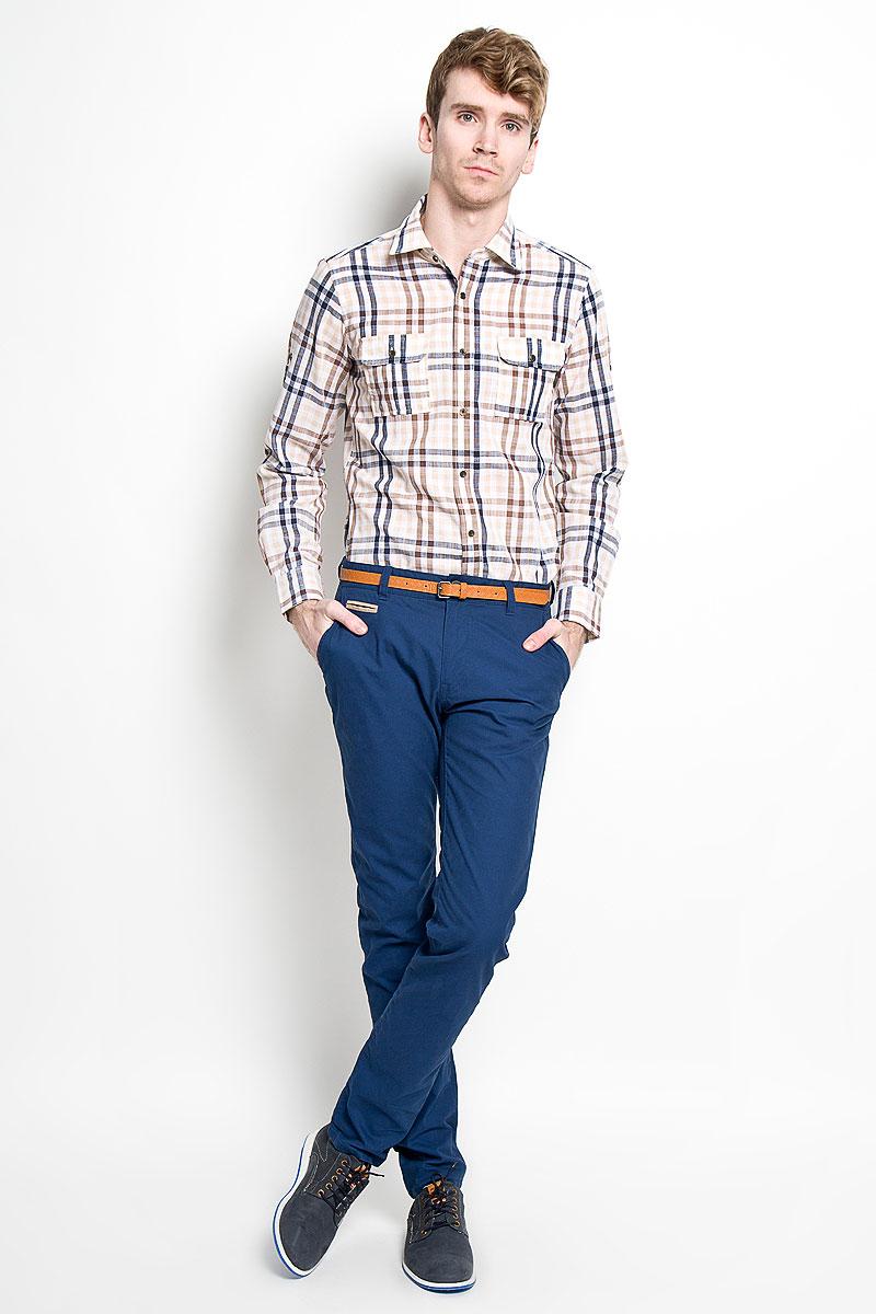 Рубашка мужская. SW 77SW 77-01Мужская рубашка KarFlorens, изготовленная из высококачественного хлопка и льна, необычайно мягкая и приятная на ощупь, она не сковывает движения и позволяет коже дышать, обеспечивая комфорт. Модель приталенного силуэта, с классическим отложным воротником, длинными рукавами и полукруглым низом, застегивается на металлические пуговицы. Манжеты закругленной формы, с застежкой на пуговицы. Ширину манжет можно варьировать, благодаря дополнительной пуговице. Пуговицы декорированы логотипом KarFlorens, на правой манжете - вышивка-логотип. Модель оформлена стильным принтом в клетку. На груди расположено два накладных кармана с клапаном на пуговице. Эта рубашка - идеальный вариант для повседневного гардероба. Такая модель порадует настоящих ценителей комфорта и практичности!
