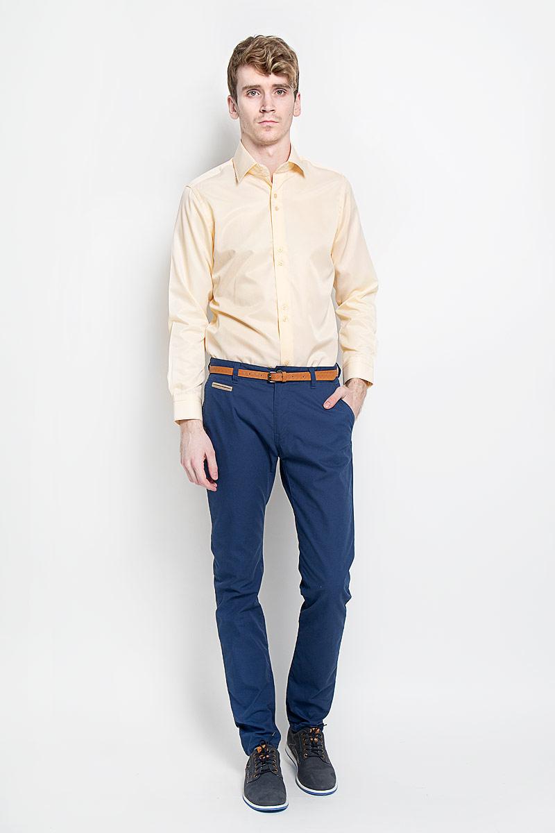 РубашкаSW 50-02Стильная мужская рубашка KarFlorens, изготовленная из высококачественного хлопка с добавлением микрофибры, необычайно мягкая и приятная на ощупь, не сковывает движения и позволяет коже дышать, обеспечивая наибольший комфорт. Модная рубашка с отложным воротником, длинными рукавами и полукруглым низом застегивается на пластиковые пуговицы. Пуговицы декорированы логотипом бренда. Манжеты рукавов с застежкой на пуговицы имеют срезанные уголки и регулируются по ширине. На правом манжете - вышивка с логотипом бренда. Воротник и манжеты декорированы прострочкой мультиколорной нитью. Эта рубашка станет идеальным вариантом для мужского гардероба. Такая модель порадует настоящих ценителей комфорта и практичности!