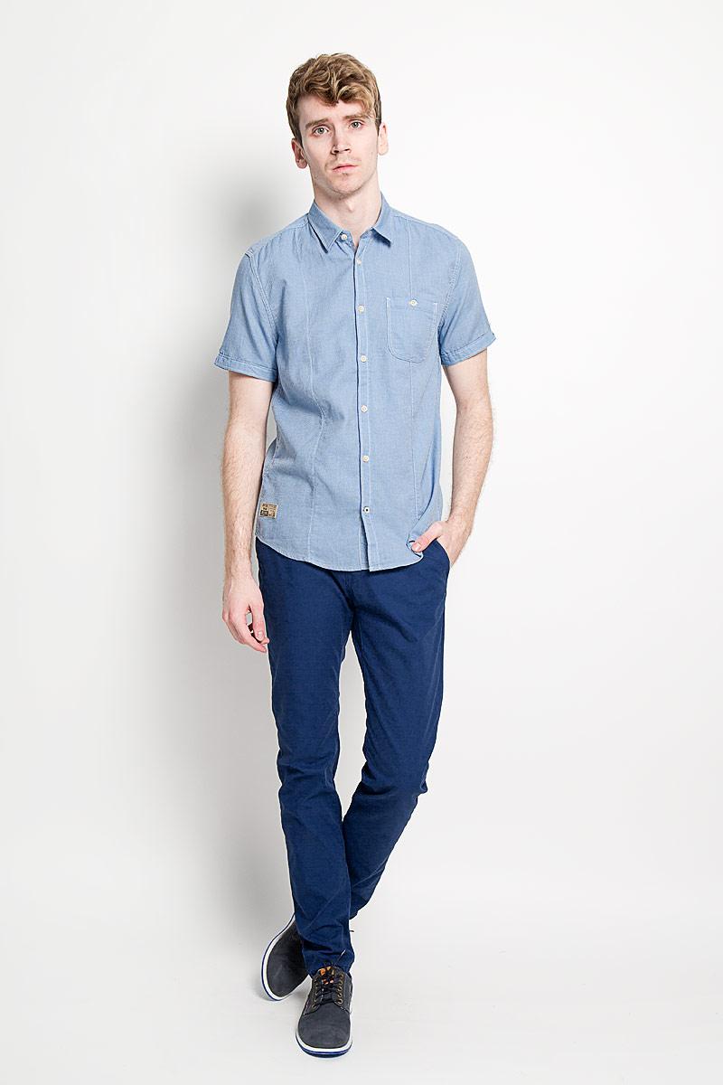 Рубашка2031661.01.10_6868Стильная мужская рубашка Tom Tailor, изготовленная из высококачественного хлопка, необычайно мягкая и приятная на ощупь, не сковывает движения и позволяет коже дышать, обеспечивая наибольший комфорт. Модная рубашка с отложным воротником, короткими рукавами и полукруглым низом застегивается на пластиковые пуговицы. Рукава отворачиваются и фиксируются с помощью пуговицы. На груди расположен накладной карман, застегивающийся на пуговицу. Модель оформлена контрастной строчкой и небольшой декоративной нашивкой. Эта рубашка идеально подойдет для повседневного гардероба. Такая модель порадует настоящих ценителей комфорта и практичности!