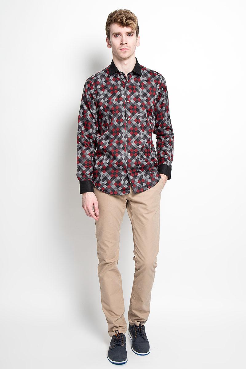 РубашкаSW 63-03Мужская рубашка KarFlorens, изготовленная из высококачественного хлопка с добавлением микрофибры, необычайно мягкая и приятная на ощупь, она не сковывает движения и позволяет коже дышать, обеспечивая комфорт. Модель с длинными рукавами и отложным воротником застегивается на металлические пуговицы, которые декорированы названием бренда. Манжеты со срезанными уголками и регулировкой ширины также застегиваются на пуговицы. Такая рубашка станет идеальным вариантом для повседневного гардероба. Она порадует настоящих ценителей комфорта и практичности!