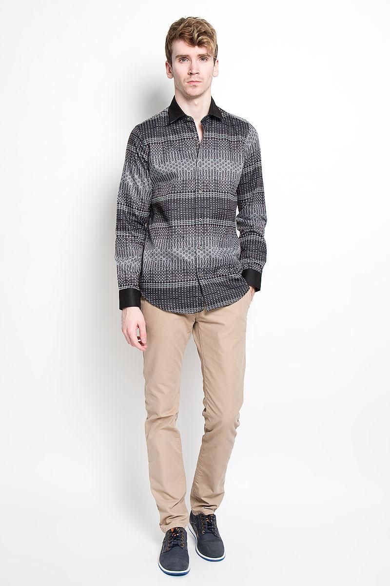 РубашкаSW 63-02Мужская рубашка KarFlorens, изготовленная из высококачественного хлопка с добавлением микрофибры, необычайно мягкая и приятная на ощупь, она не сковывает движения и позволяет коже дышать, обеспечивая комфорт. Модель с длинными рукавами и отложным воротником застегивается на металлические пуговицы, которые декорированы названием бренда. Манжеты со срезанными уголками и регулировкой ширины также застегиваются на пуговицы. Такая рубашка станет идеальным вариантом для повседневного гардероба. Она порадует настоящих ценителей комфорта и практичности!