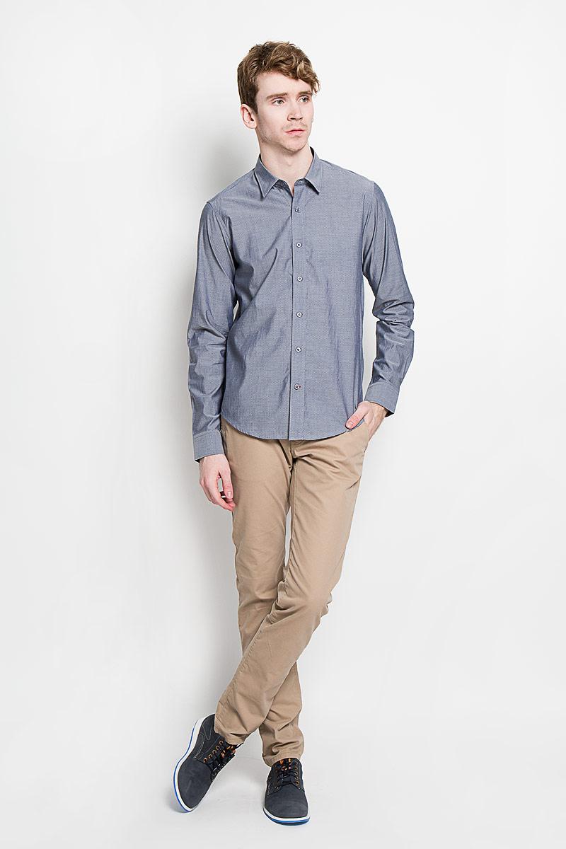 РубашкаSW 76-02Мужская рубашка KarFlorens в стиле casual, изготовленная из высококачественного 100% хлопка, необычайно мягкая и приятная на ощупь, она не сковывает движения и позволяет коже дышать, обеспечивая комфорт. Модель с отложным воротником, длинными рукавами и полукруглым низом застегивается на пластиковые пуговицы. Изделие оформлено принтом микроточки. Рукава рубашки дополнены манжетами на пуговицах, со шлицами и складками в месте соединения с манжетом. Ширину манжета можно варьировать, благодаря дополнительной пуговице. Пуговицы декорированы логотипом KarFlorens, на правой манжете - вышивка-логотип. Эта рубашка - идеальный вариант для повседневного гардероба. Такая модель порадует настоящих ценителей комфорта и практичности!