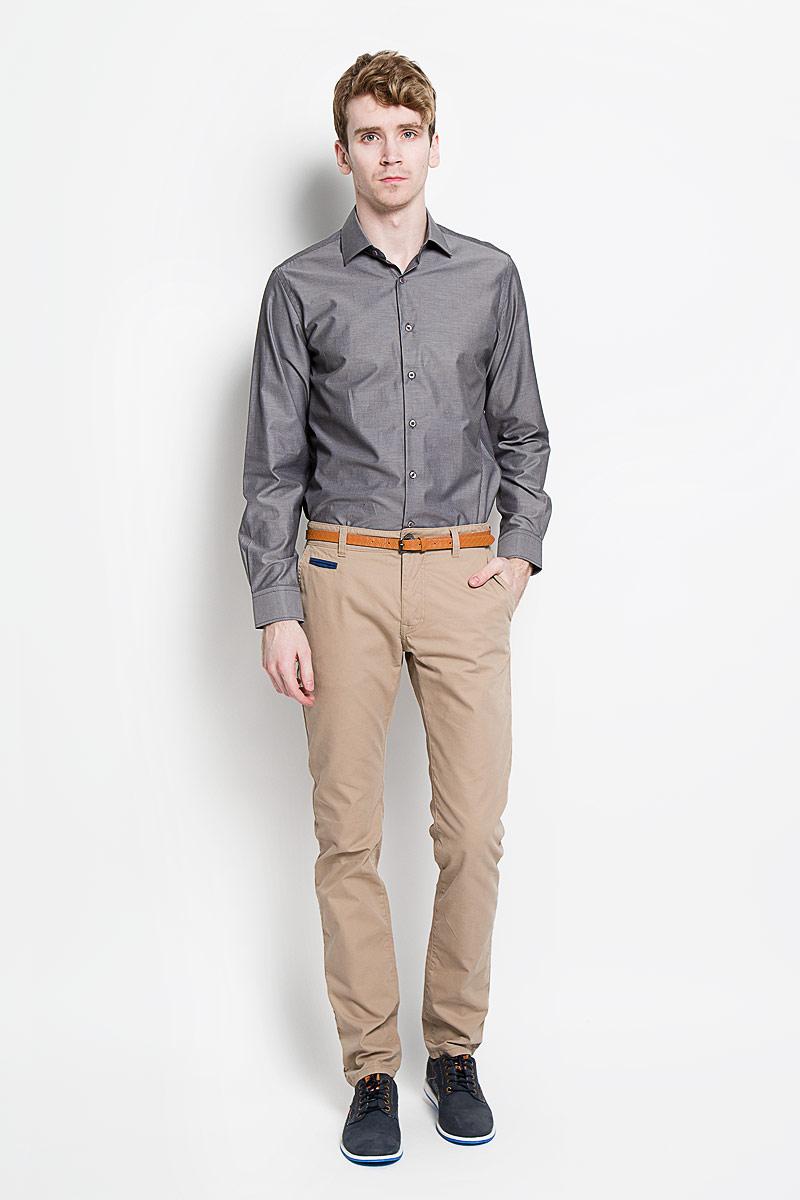 РубашкаSW 56-03Мужская классическая рубашка KarFlorens, изготовленная из высококачественного хлопка с добавлением микрофибры, необычайно мягкая и приятная на ощупь, она не сковывает движения и позволяет коже дышать, обеспечивая комфорт. Модель с классическим отложным воротником, длинными рукавами и полукруглым низом, застегивается на пластиковые пуговицы. Манжеты со срезанными уголками и застежкой на пуговицы. Ширину манжет можно варьировать, благодаря дополнительной пуговице. Пуговицы декорированы логотипом KarFlorens. Модель оформлена принтом в микрополоску. Эта рубашка - идеальный вариант для повседневного гардероба. Такая модель порадует настоящих ценителей комфорта и практичности!