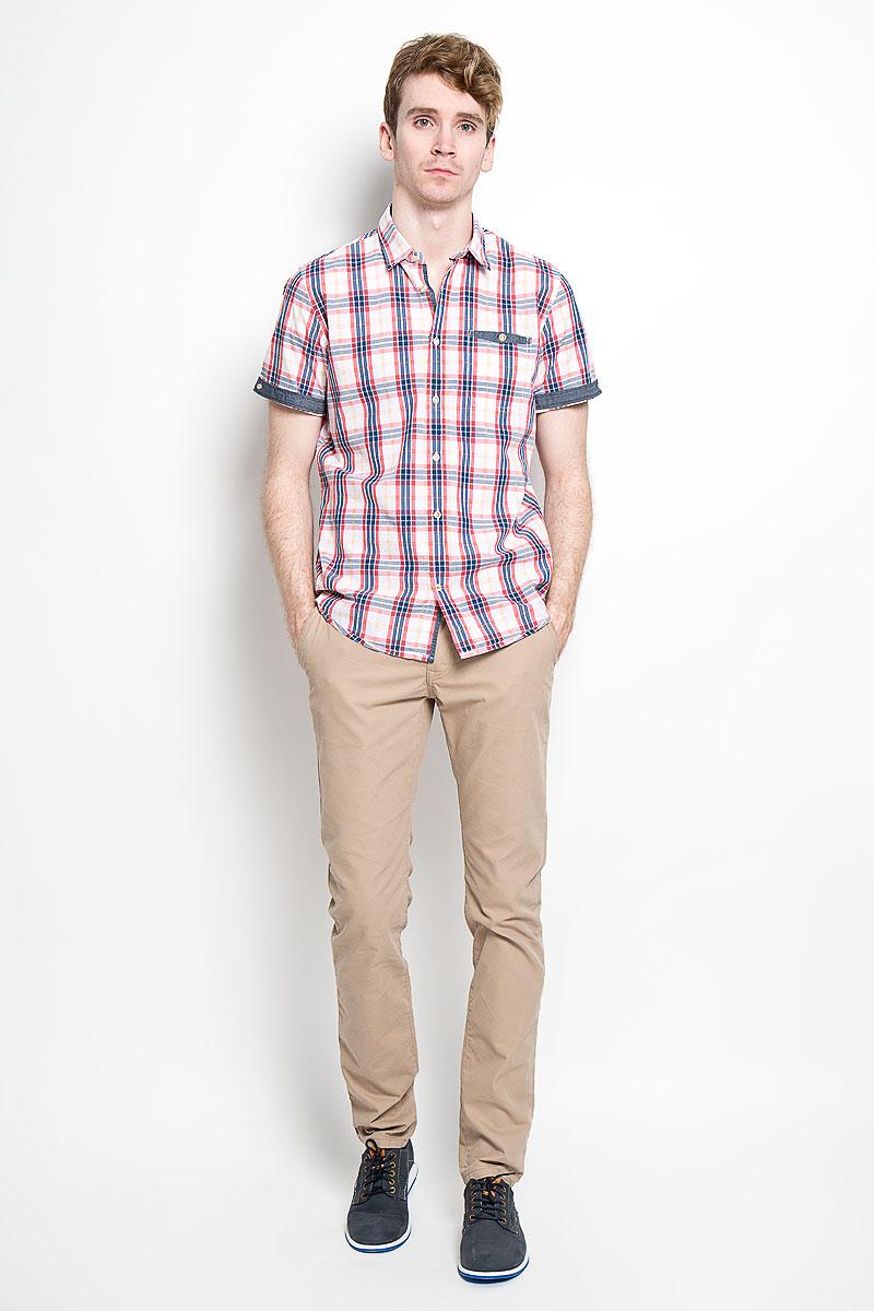 Рубашка2031668.00.10_2000Стильная мужская рубашка Tom Tailor, изготовленная из высококачественного хлопка, необычайно мягкая и приятная на ощупь, не сковывает движения и позволяет коже дышать, обеспечивая наибольший комфорт. Модная рубашка с отложным воротником, короткими рукавами и полукруглым низом застегивается на пластиковые пуговицы. Модель оформлена стильным принтом в клетку. Рукава дополнены отворотом и фиксируются с помощью пуговицы, сзади воротник также фиксируется пуговицей. На груди расположен накладной карман. Эта рубашка идеально подойдет для повседневного гардероба. Такая модель порадует настоящих ценителей комфорта и практичности!