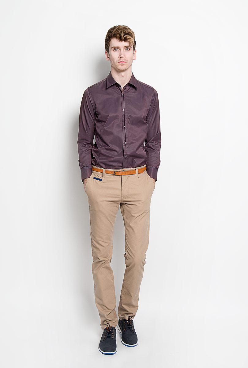 Рубашка мужская. SW 68SW 68-01Стильная мужская рубашка KarFlorens, изготовленная из высококачественного хлопка с добавлением микрофибры, необычайно мягкая и приятная на ощупь, не сковывает движения и позволяет коже дышать, обеспечивая наибольший комфорт. Модная рубашка приталенного кроя с отложным воротником, длинными рукавами и полукруглым низом застегивается на пластиковые пуговицы. Пуговицы декорированы логотипом бренда. Фигурные вытачки приталивают модель. Рукава дополнены манжетами с застежкой на две пуговицы. Вытачки, манжеты рукавов и плечи декорированы контрастным кантом. Эта рубашка станет идеальным вариантом для мужского гардероба. Такая модель порадует настоящих ценителей комфорта и практичности!
