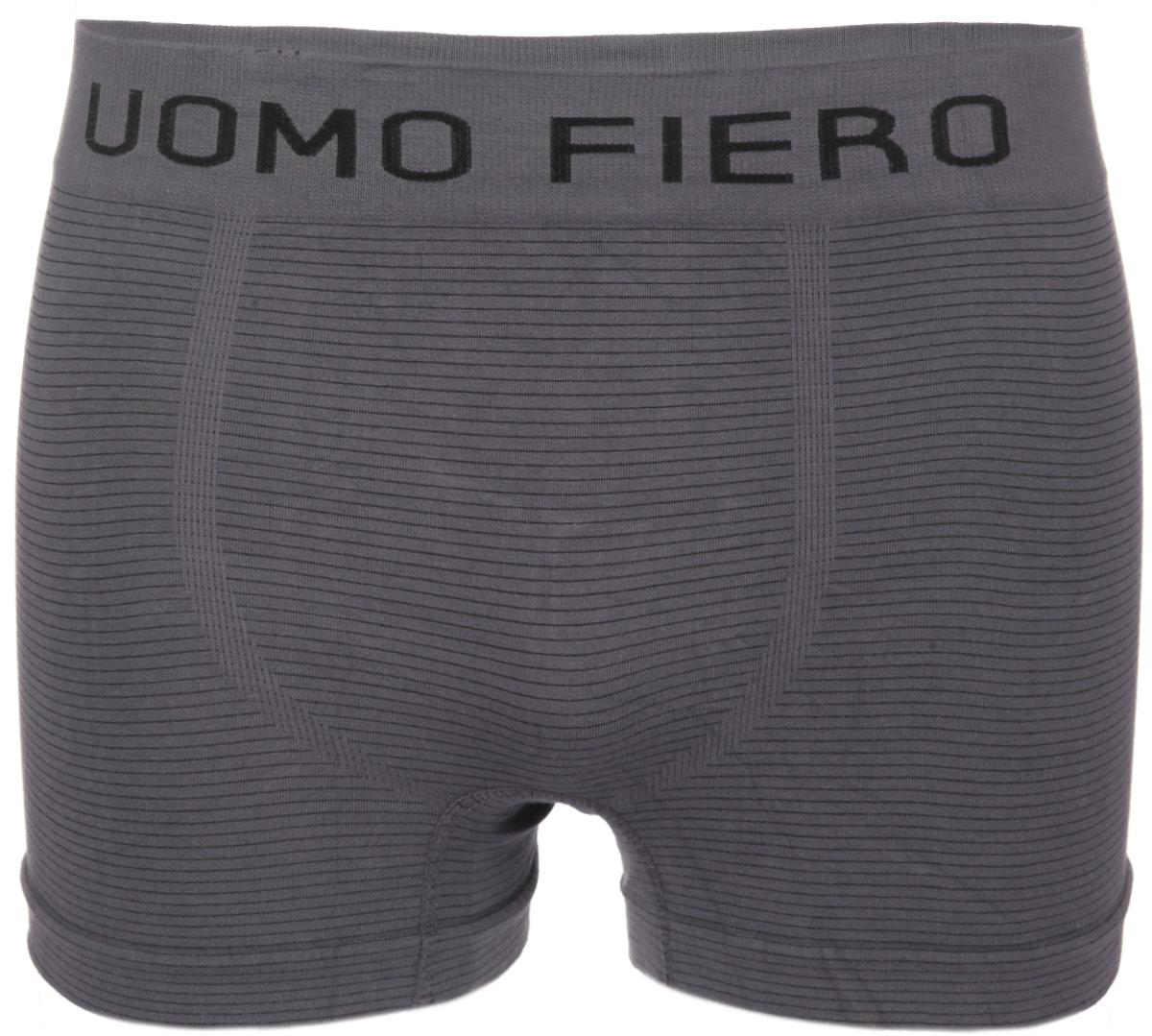 Трусы-боксеры мужские. 024 FH024 FHУдобные мужские трусы-боксеры Uomo Fiero изготовлены из эластичного хлопка. Изделие мягкое и тактильно приятное. Облегающий крой и эластичная резинка на талии обеспечат наибольший комфорт. Модель не имеет швов. Трусы оформлены принтом в полоску, украшены на поясе надписью с названием бренда. Трусы-боксеры с классической посадкой отлично подойдут для повседневной носки.