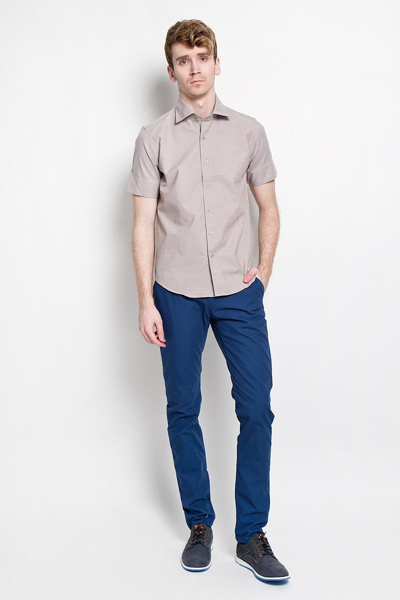 SW 70-01Стильная мужская рубашка KarFlorens, изготовленная из высококачественного хлопка с добавлением микрофибры, необычайно мягкая и приятная на ощупь, не сковывает движения и позволяет коже дышать, обеспечивая наибольший комфорт. Модная рубашка приталенного кроя с отложным воротником, короткими рукавами и полукруглым низом застегивается на пластиковые пуговицы. Пуговицы выполнены с теснением логотипа бренда. Воротник сзади украшен фирменной вышивкой. Рукава дополнены широкими манжетами, которые при желании можно подвернуть. Эта рубашка идеальный вариант для повседневного гардероба. Такая модель порадует настоящих ценителей комфорта и практичности!