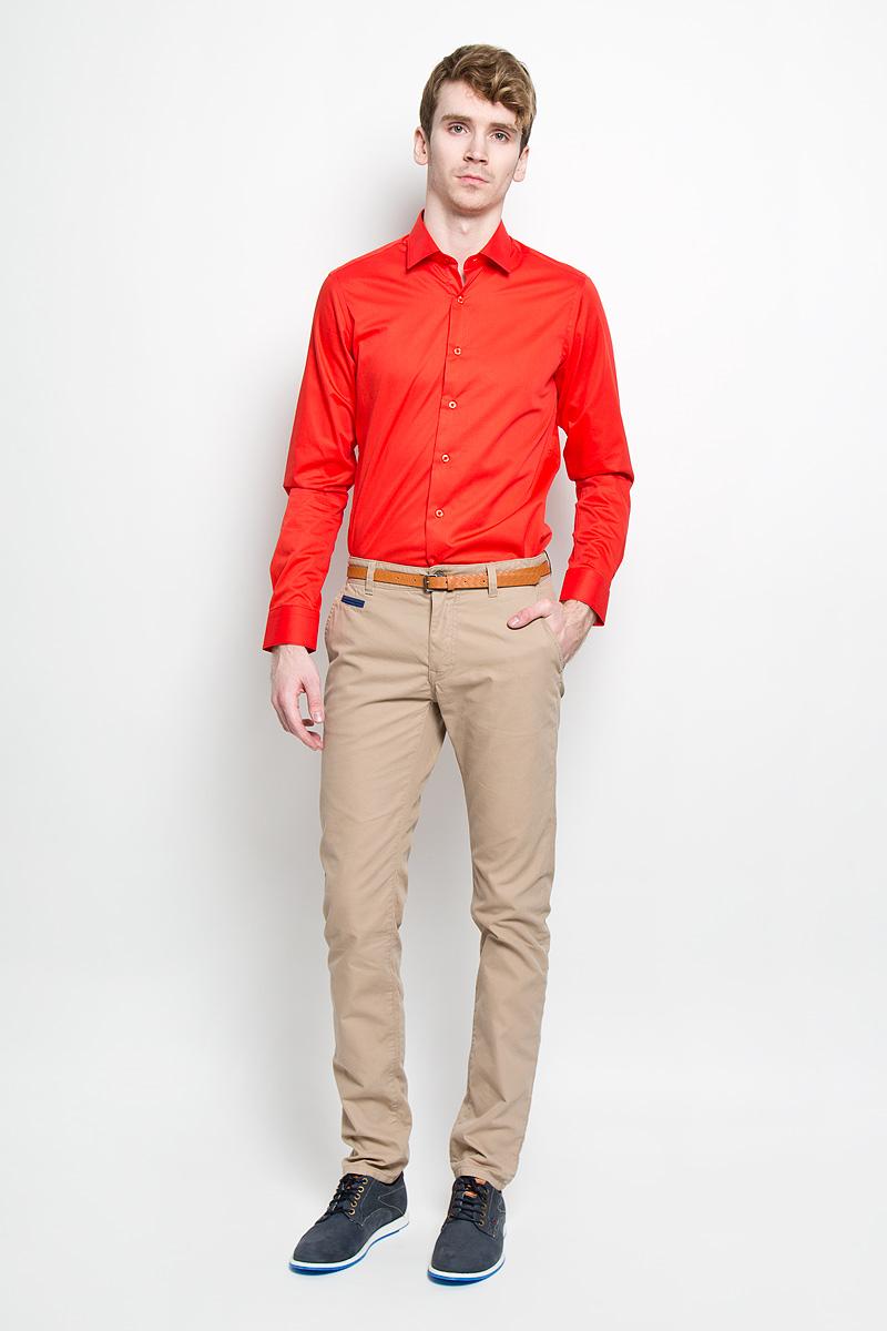 Брюки6404127.00.10_6845Стильные мужские брюки Tom Tailor подарят вам комфорт и позволят подчеркнуть ваш неповторимый стиль. Брюки слегка зауженного к низу кроя и средней посадки изготовлены из хлопка с добавлением полиамида и не сковывают движения. Брюки на поясе застегиваются на пластиковую пуговицу и ширинку на металлической застежке-молнии, имеют шлевки для ремня. Спереди модель дополнена двумя втачными карманами со скошенными краями и одним маленьким прорезным кармашком, а сзади - двумя прорезными карманами на застежках-пуговицах. Сзади модель оформлена небольшой металлической нашивной с названием бренда. Брюки дополнены стильным ремнем контрастного цвета. Эти модные и в тоже время комфортные брюки послужат отличным дополнением к вашему гардеробу. В них вы всегда будете чувствовать себя уютно и комфортно.