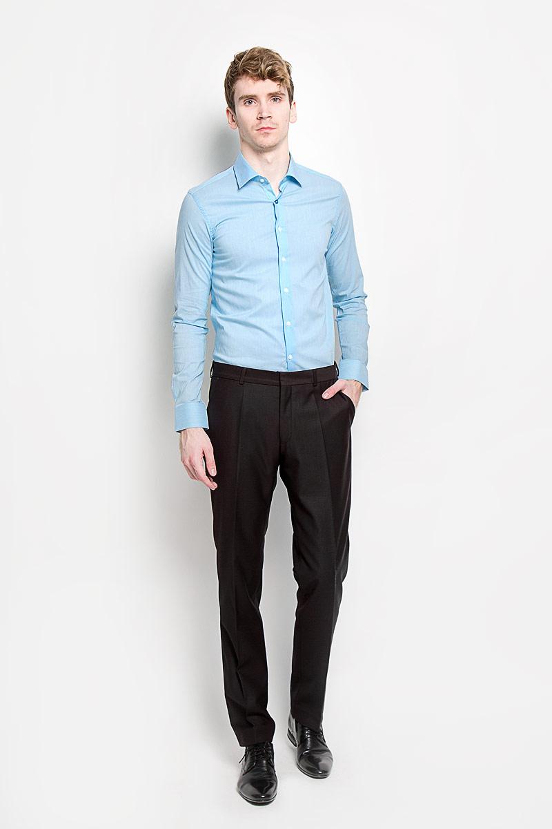 SW 84_01Мужская рубашка KarFlorens, изготовленная из высококачественного хлопка с добавлением нейлона и лайкры, необычайно мягкая и приятная на ощупь, она не сковывает движения и позволяет коже дышать, обеспечивая комфорт. Рубашка с длинными рукавами и отложным воротником застегивается на пуговицы, которые оформлены тиснением с названием бренда. Манжеты со срезанными уголками и регулировкой ширины также застегиваются на пуговицы. Такая рубашка станет идеальным вариантом для повседневного гардероба. Она порадует настоящих ценителей комфорта и практичности!