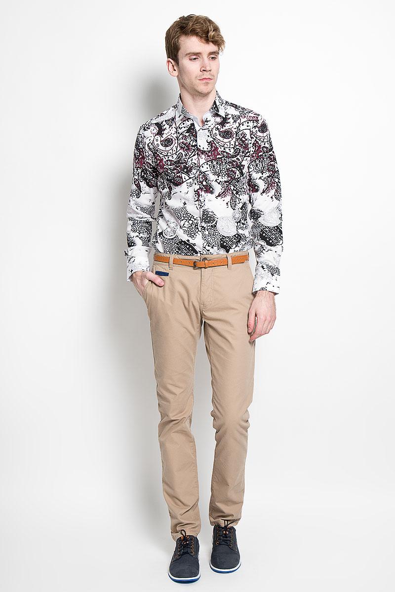 Рубашка мужская. SW 85SW 85_04Стильная мужская рубашка KarFlorens, изготовленная из высококачественного хлопка и бамбука, необычайно мягкая и приятная на ощупь, не сковывает движения и обеспечивает наибольший комфорт. Модная рубашка приталенного кроя с отложным воротником, длинными рукавами и полукруглым низом застегивается на пластиковые пуговицы квадратной формы. Пуговицы оформлены тиснением с названием бренда. Манжеты со срезанными уголками и регулировкой ширины также застегиваются на пуговицы. Эта рубашка станет идеальным вариантом для повседневного гардероба. Она порадует настоящих ценителей комфорта и практичности!