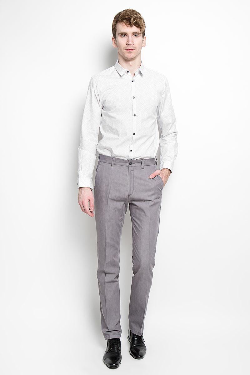 2031648.00.15_2000Стильная мужская рубашка Tom Tailor, выполненная из 100% хлопка, обладает высокой теплопроводностью, воздухопроницаемостью и гигроскопичностью, позволяет коже дышать, тем самым обеспечивая наибольший комфорт при носке. Модель классического кроя с отложным воротником застегивается на пуговицы по всей длине. Длинные рукава рубашки дополнены манжетами на пуговицах. При желании рукава можно закатать и зафиксировать при помощи хлястика на застежке-кнопке. Такая рубашка поможет создать великолепный стильный образ.