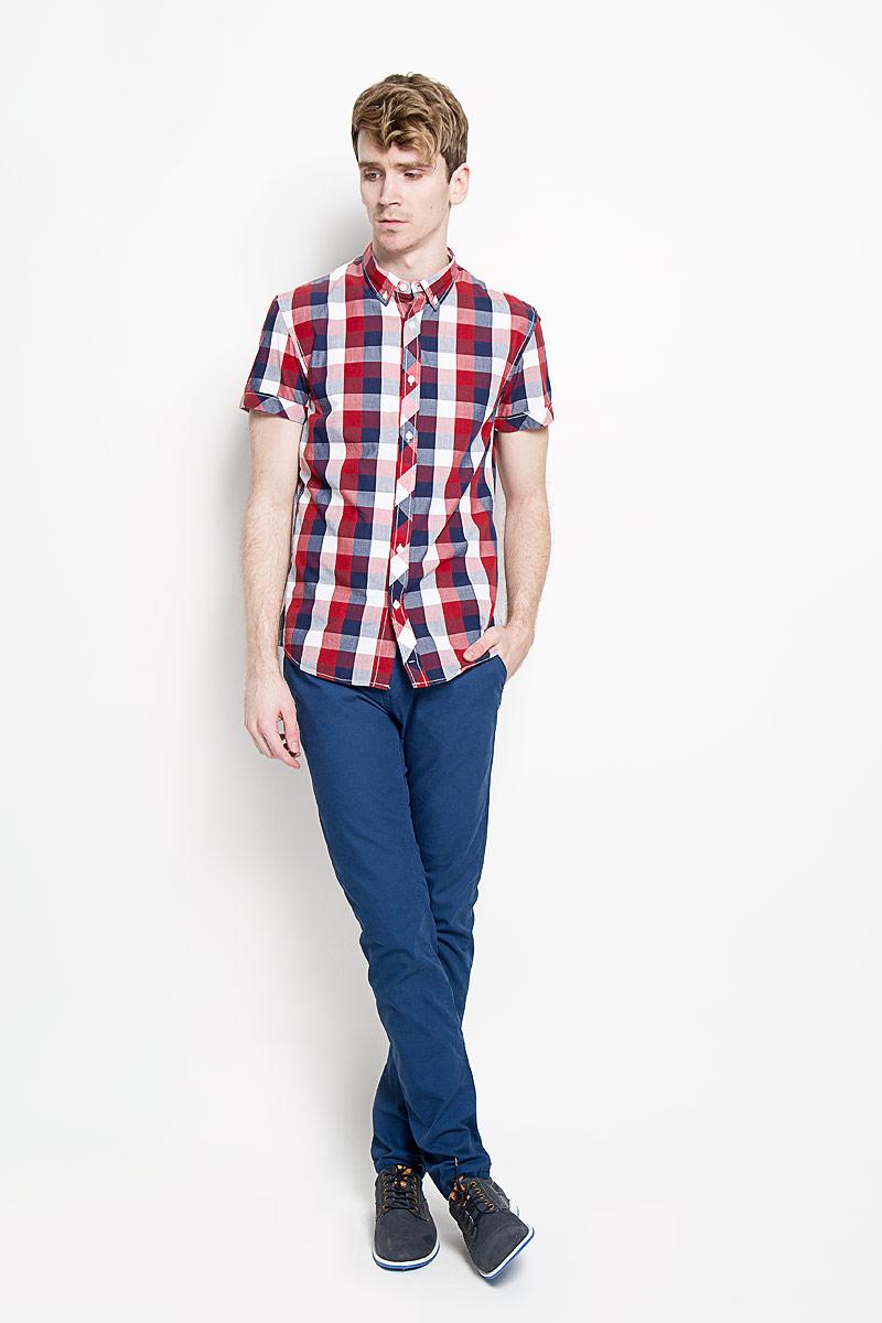 Рубашка2031126.09.12_4269Стильная мужская рубашка Tom Tailor Denim, изготовленная из высококачественного хлопка, необычайно мягкая и приятная на ощупь, не сковывает движения и позволяет коже дышать, обеспечивая наибольший комфорт. Модная рубашка с отложным воротником, короткими рукавами и полукруглым низом застегивается на пластиковые пуговицы. Модель оформлена принтом в клетку, а рукава дополнены отворотом. Уголки воротника также фиксируются при помощи пуговиц. Эта рубашка идеальный вариант для повседневного гардероба. Такая модель порадует настоящих ценителей комфорта и практичности!