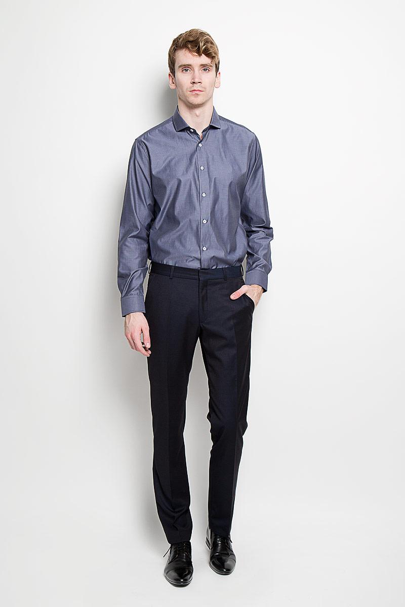 SW 54-02Стильная мужская рубашка KarFlorens, изготовленная из высококачественного хлопка с добавлением микрофибры, необычайно мягкая и приятная на ощупь, не сковывает движения и позволяет коже дышать, обеспечивая наибольший комфорт. Модная рубашка классического кроя с отложным воротником, длинными рукавами и полукруглым низом застегивается на пластиковые пуговицы. Пуговицы украшены логотипом KarFlorens. С внутренней стороны манжеты и воротник выполнены контрастным материалом. Воротник сзади декорирован фирменной вышивкой. Рукава дополнены манжетами со срезанными уголками на пуговицах, которые благодаря дополнительной пуговице варьируются по ширине. Рубашка оформлена микрополоской и идеально подойдет для повседневного гардероба. Такая модель порадует настоящих ценителей комфорта и практичности!