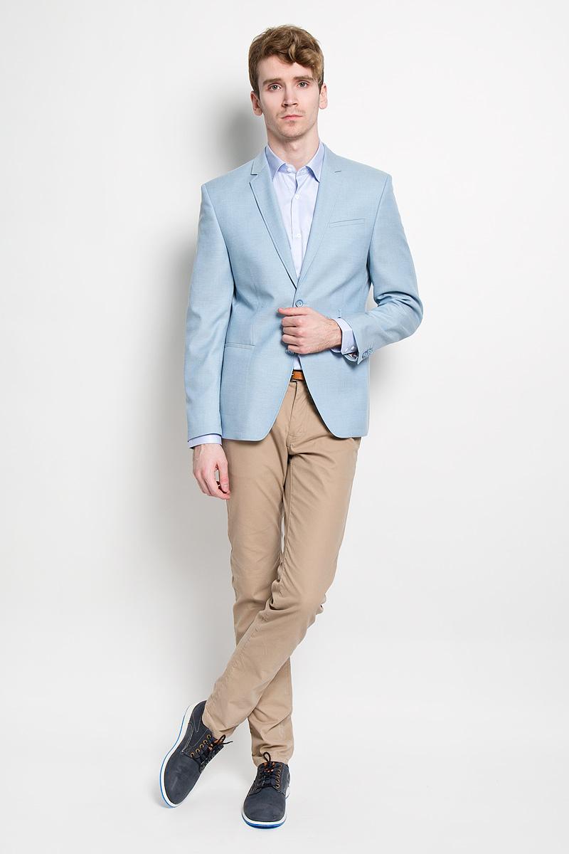 Пиджак2989-VW-523T443Стильный мужской пиджак Valenti силуэта Slim идеально подойдет обладателям стройной фигуры. Пиджак выполнен из высококачественного материала. Подкладка изделия выполнена из полиэстера. Приталенный пиджак с длинными рукавами и воротником с высоким раскепом и узким лацканом. Модель дополнена прорезным карманом на груди и двумя прорезными карманами в нижней части изделия. Внутри находятся два прорезных кармана, один из которых застегивается на пуговицу. Низ рукавов декорирован пришитыми пуговицами. На спинке предусмотрена шлица, расположенная в среднем шве. Этот модный пиджак станет отличным дополнением к вашему гардеробу.