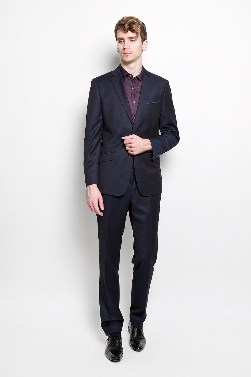 Костюм8288-VM-702SСтильный мужской костюм Valenti Винер силуэта Slim идеально подойдет обладателям стройной фигуры. Костюм, состоящий из пиджака и брюк, изготовлен из высококачественного материала. Подкладка изделий выполнена из полиэстера. Приталенный пиджак с длинными рукавами и воротником с лацканами дополнен прорезным карманом на груди и двумя прорезными карманами с клапанами в нижней части изделия. С внутренней стороны находятся три прорезных кармана, один из которых застегивается на пуговицу. Низ рукавов декорирован пуговицами. Спинка дополнена двумя шлицами. Застегивается пиджак на две пуговицы. Брюки заниженной посадки со стрелками застегиваются на крючок в поясе и ширинку на застежке-молнии, и дополнительно на пуговицу. Брюки имеют шлевки для ремня. Спереди модель дополнена двумя втачными карманами со скошенными краями, а сзади - прорезным карманом на пуговице. Этот модный и в то же время комфортный костюм - отличный вариант для офиса и торжеств. Благодаря...