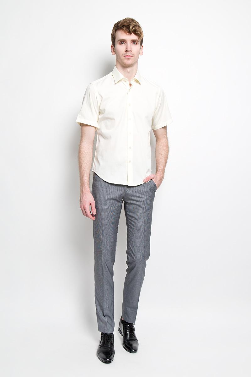 7010-VS-09XСтильные мужские брюки Valenti станут отличным дополнением к вашему гардеробу. Модель изготовлена из шерсти, полиэстера и вискозы с добавлением эластана. Брюки-слим заниженной посадки оформлены мелким принтом гусиная лапка. Застегиваются брюки на пуговицу в поясе и ширинку на застежке-молнии, и дополнительно еще на одну пуговицу. Модель имеет шлевки для ремня. Спереди модель оформлена двумя втачными карманами и маленьким прорезным кармашком, а сзади - двумя прорезными карманами на пуговицах. Такая модель будет дарить вам комфорт в течение всего дня и послужит стильным дополнением к вашему гардеробу.