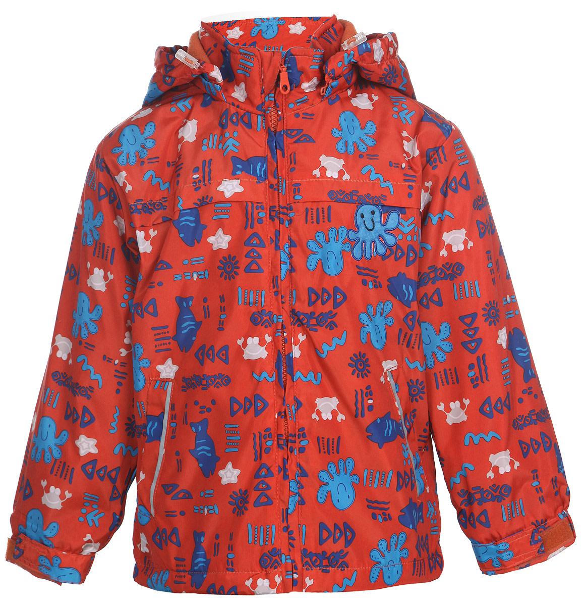 111600R-31Яркая куртка для мальчика M&D идеально подойдет для ребенка в прохладное время года. Она выполнена из полиэстера и дополнена мягкой и теплой флисовой подкладкой. Куртка с воротником-стойкой застегивается на удобную застежку-молнию. Съемный капюшон фиксируется при помощи молнии, его объем регулируется при помощи скрытого эластичного шнурка со стопперами. Рукава оснащены широкими эластичными резинками, не стягивающими запястья, и хлястиками на липучках. Низ модели дополнен скрытым эластичным шнурком со стопперами. По бокам куртка дополнена двумя прорезными кармашками. Куртка оформлена красочным принтом с изображением морских животных и дополнена светоотражающими полосками на карманах и на спинке. В такой куртке ваш маленький мужчина будет чувствовать себя комфортно, уютно и всегда будет в центре внимания!