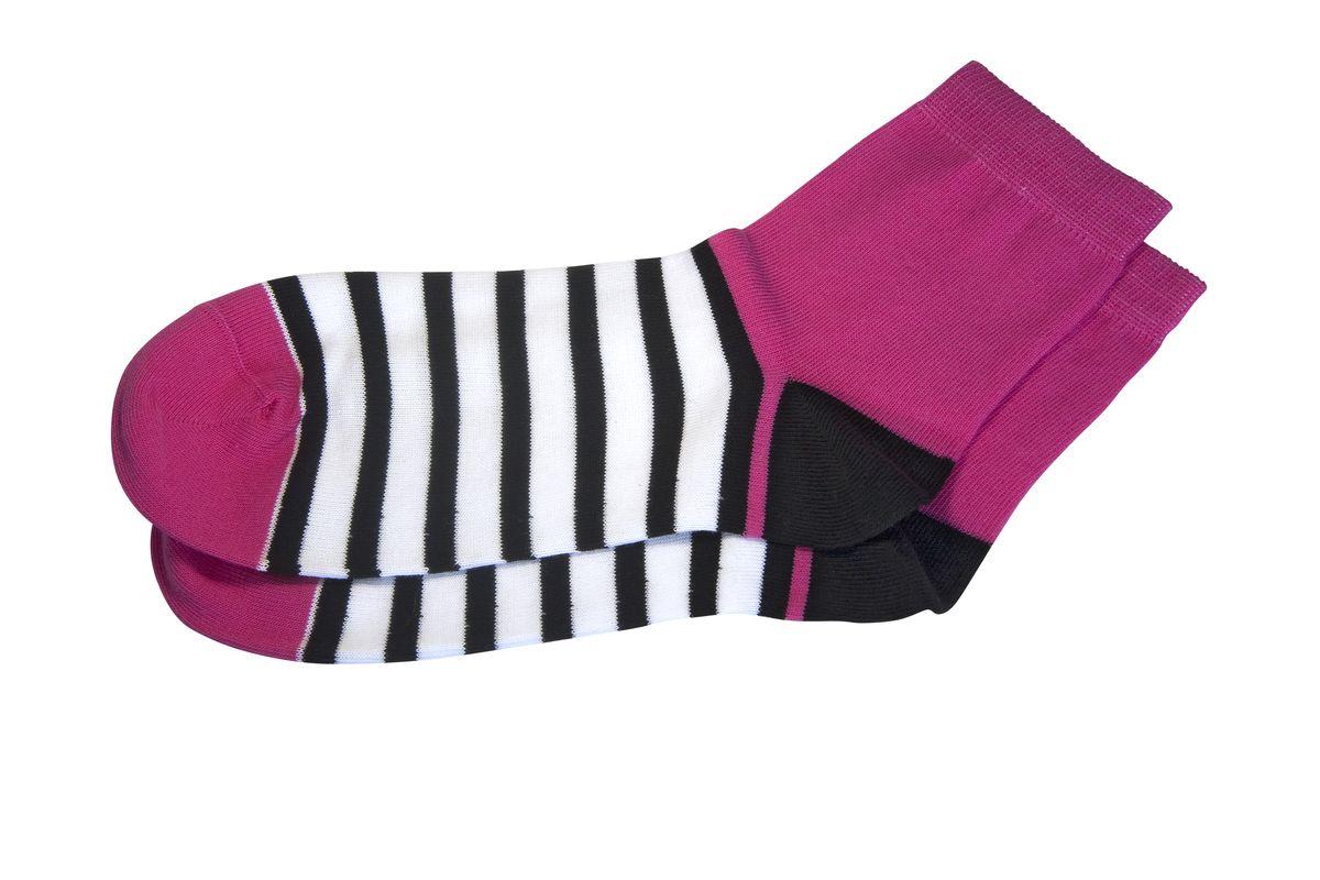 НоскиAG-2000Женские носки Askomi для повседневной носки выполнены из хлопка soft с добавлением полиамида, что является оптимальным сочетанием волокон. Двойной борт для плотной фиксации не пережимает сосуды. Кеттельный шов не ощутим для ноги. Цветная полоска выгодно дополнит ваш образ.