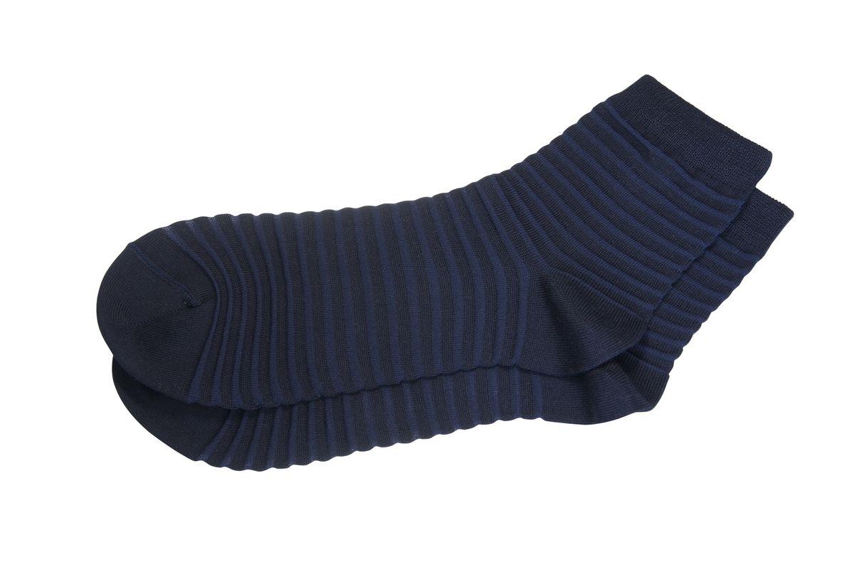 AG-2020Мужские носки Askomi для повседневной носки выполнены из хлопка Pima с добавлением полиамида. Его отличает длинное тонкое волокно, а также он характеризуется высокой прочностью и шелковистостью на ощупь. Носок и пятка укреплены, что значительно увеличивает износостойкость носков. Стильный прозрачная полоска подчеркнет ваш вкус.