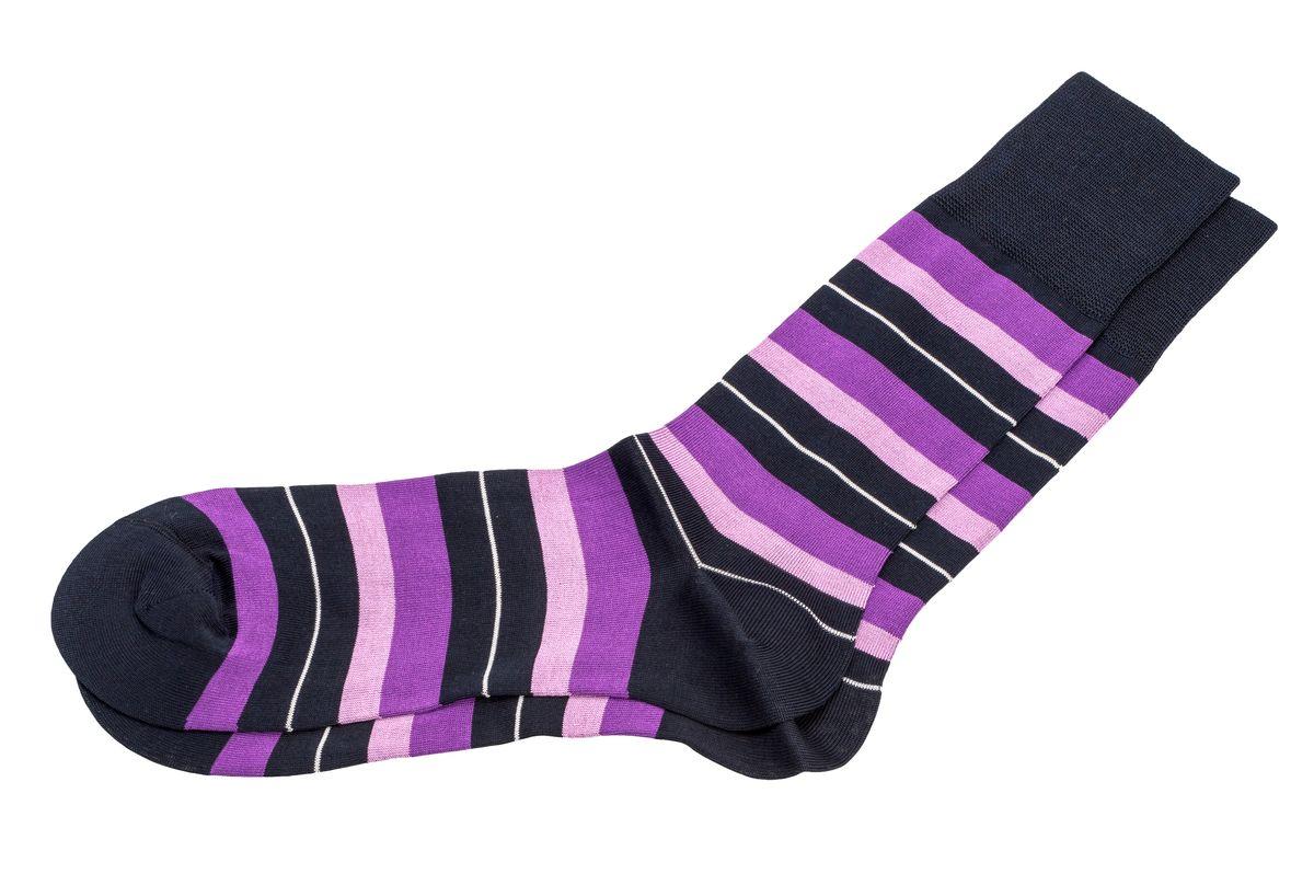 НоскиАМ-5240_8101Мужские носки Askomi Casual для повседневной носки выполнены из мерсеризованного хлопка с добавлением полиамида. Такой хлопок придает носкам блеск, эластичность и шелковистость. Двойной борт для плотной фиксации не пережимает сосуды. Носок и пятка укреплены, что значительно увеличивает износостойкость носков. Кеттельный шов не ощутим для ноги. Цветная полоска прекрасно дополнит ваш образ.