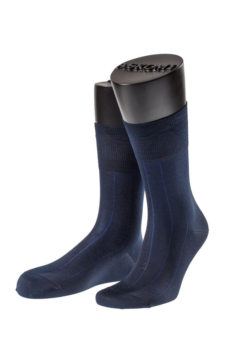 АМ-7119_8101Мужские носки Askomi для повседневной носки выполнены из мерсеризованного хлопка с добавлением полиамида. Такой хлопок придает блеск, эластичность и ощущение шелковистости. Носок и пятка укреплены, что значительно увеличивает износостойкость носков. Двойной борт для плотной фиксации не пережимает сосуды. Кеттельный шов не ощутим для ноги.