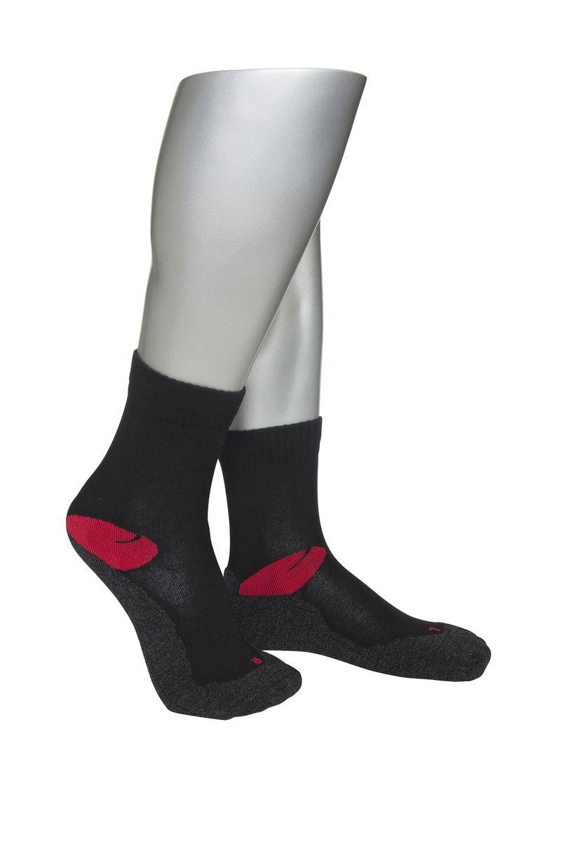 НоскиАМ-4000Мужские спортивные носки Askomi Sport выполнены из сочетания хлопка и функциональных волокон - поликолона и эластана. Эргономичная модель имеет анатомическую форму носка для левой и правой ноги. Плюшевая стопа смягчает ударные нагрузки на ногу.