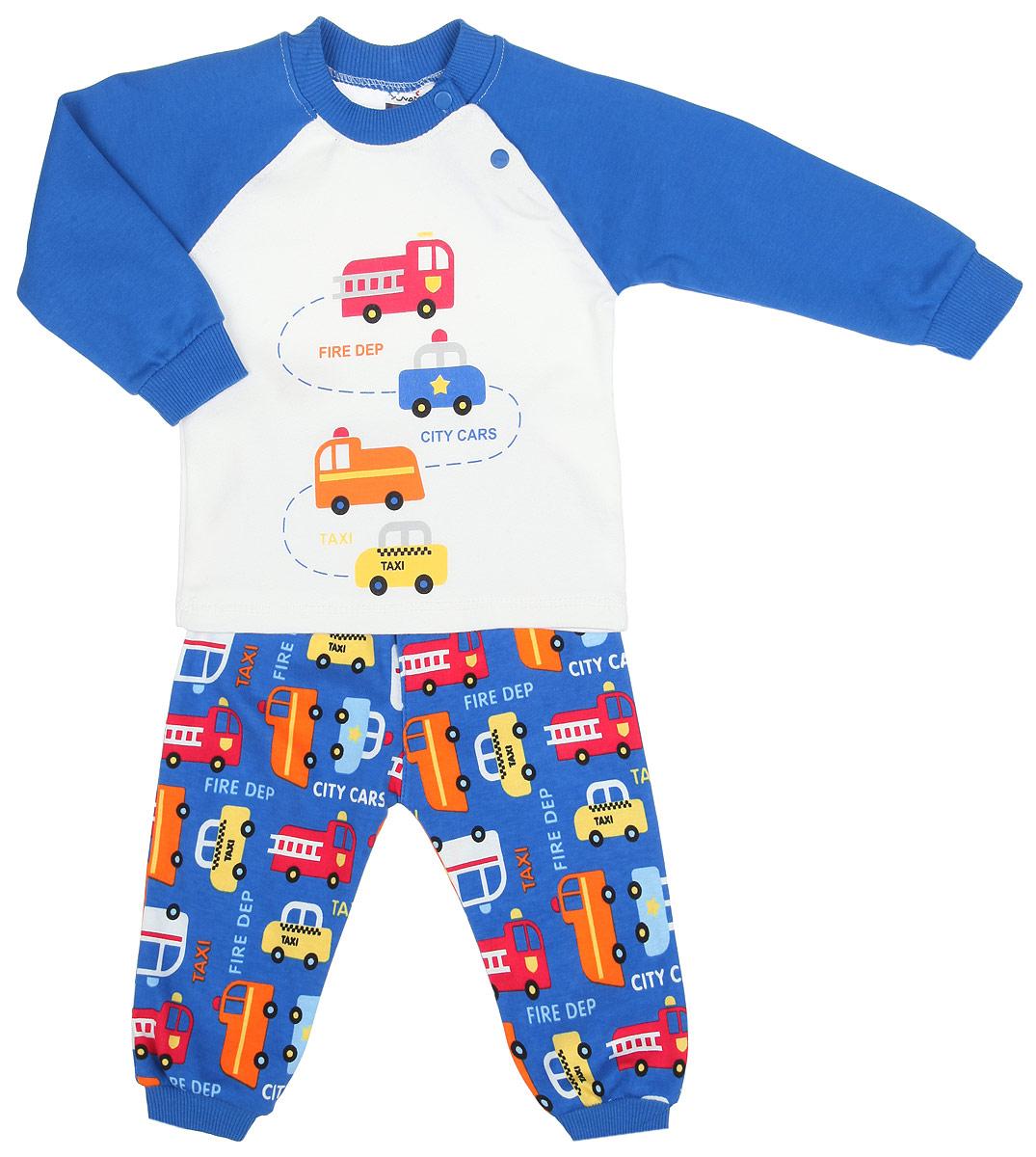 Комплект одежды1342-9Комплект одежды для мальчика Yuvam, состоящий из футболки с длинный рукавом и штанишек, станет отличным дополнением к детскому гардеробу. Комплект изготовлен из натурального хлопка, тактильно приятный, не раздражает нежную кожу ребенка и хорошо вентилируется, обеспечивая комфорт. Футболка с круглым вырезом горловины и длинными рукавами-реглан застегивается на кнопки по плечевому шву, что позволит легко переодеть малыша. Вырез горловины дополнен трикотажной резинкой. На рукавах имеются мягкие манжеты. Штанишки имеют на поясе мягкую эластичную резинку, благодаря чему они не сдавливают животик ребенка и не сползают. На брючинах предусмотрены манжеты. Оформлено изделие принтом с изображением машинок и принтовыми надписями. В таком комплекте ребенок всегда будет в центре внимания!