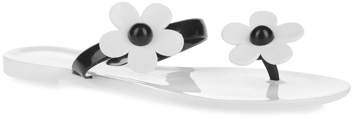 Сланцы женские. PT12-26_WHITEPT12-26_WHITEЧудесные женские сланцы от Mon Ami придутся вам по душе. Модель полностью выполнена из ПВХ и оформлена в передней части и на ремешке декоративными элементами в виде цветков. Перемычка и ремешок в области подъема гарантируют надежную фиксацию изделия на ноге. Верхняя поверхность подошвы декорирована оригинальным принтом в виде названия бренда. Рельефное основание подошвы обеспечивает уверенное сцепление с любой поверхностью. Удобные сланцы прекрасно подойдут для похода в бассейн или на пляж.