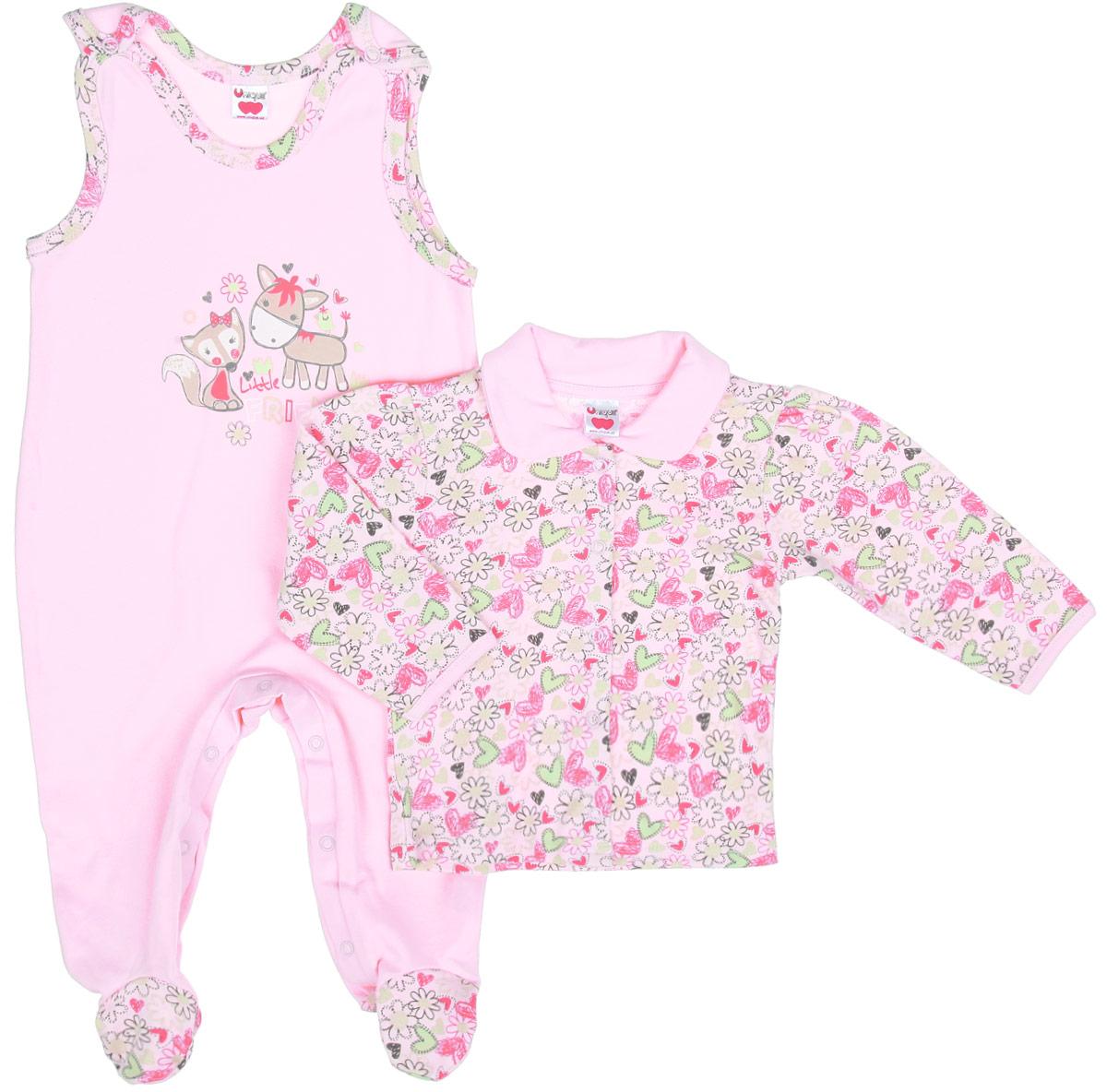 Комплект одеждыU0046_1Комплект одежды для девочки Unigue станет отличным дополнением к гардеробу ребенка. Он включает в себя кофточку и ползунки с грудкой. Комплект, изготовленный из натурального хлопка, легкий, мягкий, не раздражает нежную кожу ребенка и хорошо вентилируется, обеспечивая комфорт. Кофточка с отложным воротником и длинными рукавами застегивается спереди на металлические кнопки, что позволит легко переодеть младенца. Ползунки сверху застегиваются на две металлические кнопки, а также имеют застежки-кнопки на ластовице, что помогает при переодевании ребенка. Вырез горловины и проймы оформлены окантовкой. Комплект полностью соответствует особенностям жизни младенца в ранний период, не стесняя и не ограничивая его в движениях. В нем ваш ребенок всегда будет в центре внимания!