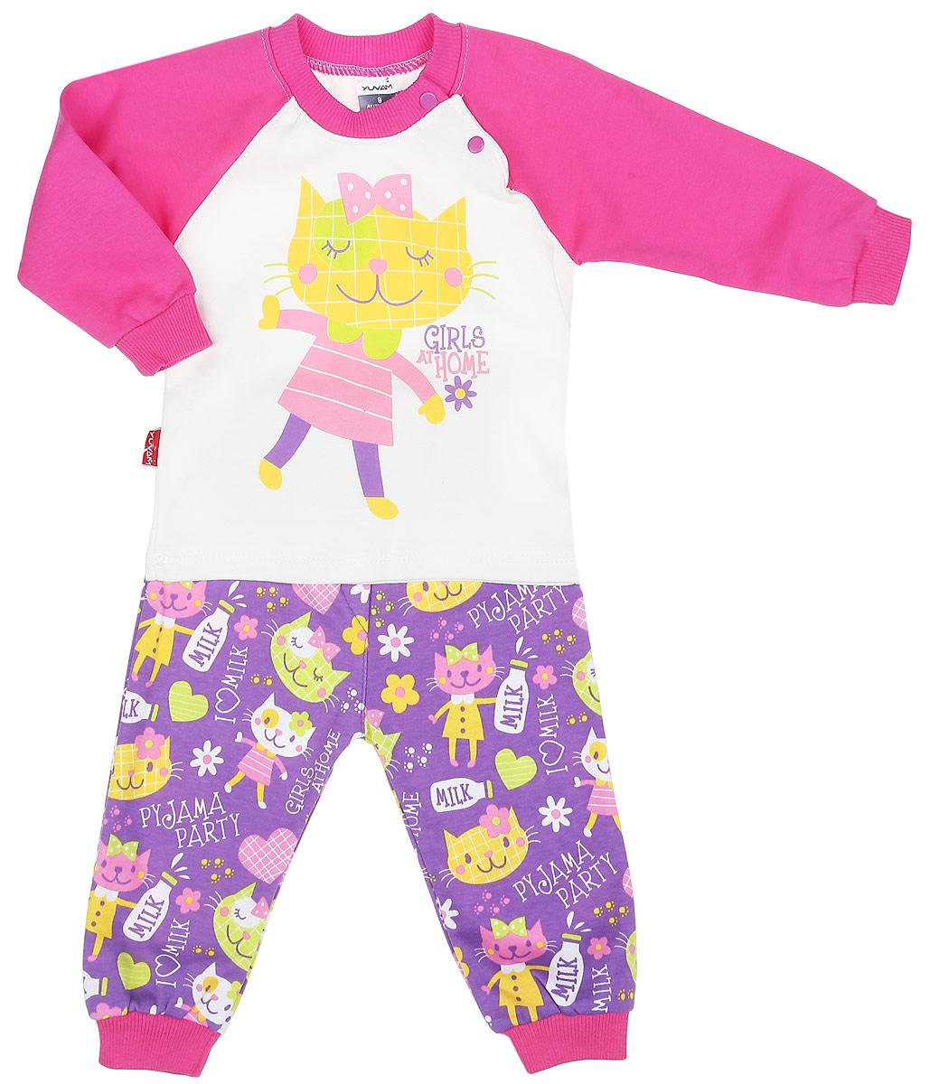 Комплект одежды1343_6Комплект одежды для девочки Yuvam, состоящий из футболки с длинный рукавом и штанишек, станет отличным дополнением к детскому гардеробу. Комплект изготовлен из натурального хлопка, тактильно приятный, не раздражает нежную кожу ребенка и хорошо вентилируется, обеспечивая комфорт. Футболка с круглым вырезом горловины и длинными рукавами-реглан застегивается на кнопки по плечевому шву, что позволит легко переодеть малыша. Вырез горловины дополнен трикотажной резинкой. Штанишки имеют на поясе мягкую эластичную резинку, благодаря чему они не сдавливают животик ребенка и не сползают. На брючинах предусмотрены манжеты. Оформлено изделие ярким принтом. В таком комплекте ребенок всегда будет в центре внимания!