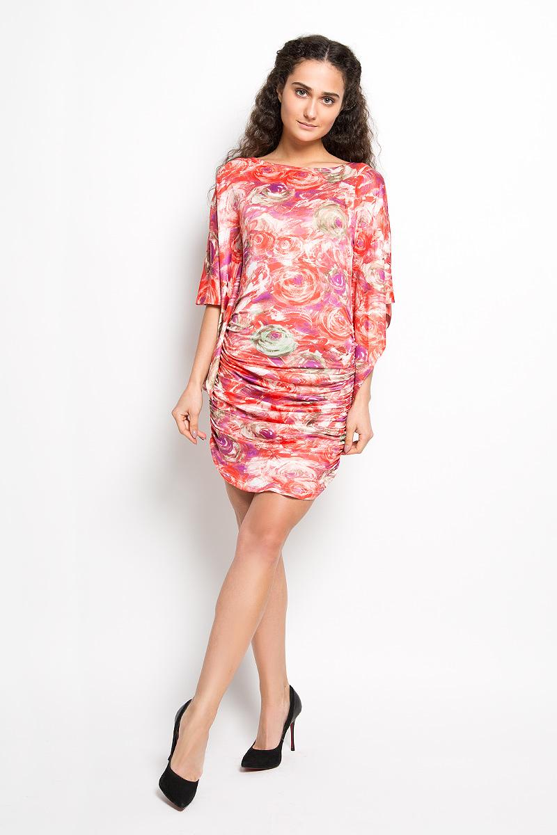ПлатьеLD 017-01Прелестное трикотажное платье Karff подчеркнет ваш уникальный стиль и поможет создать оригинальный женственный образ. Модель облегающего покроя с фигурными цельнокроеными рукавами 3/4 и круглым вырезом горловины придется вам по душе. По бокам платье дополнено вертикальной сборкой, за счет которой изделие красиво драпируется. Модель оформлена ярким оригинальным принтом. Такое платье станет стильным дополнением к вашему гардеробу.