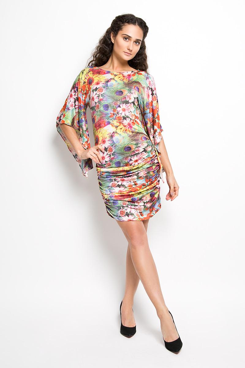ПлатьеLD 017-04Прелестное трикотажное платье Karff подчеркнет ваш уникальный стиль и поможет создать оригинальный женственный образ. Модель прилегающего покроя с фигурными цельнокроеными рукавами 3/4 и круглым вырезом горловины покорит вас с первого взгляда. По бокам платье дополнено вертикальной сборкой, за счет которой платье красиво драпируется. Платье оформлено ярким цветочным принтом. Такое платье станет стильным дополнением к вашему гардеробу.