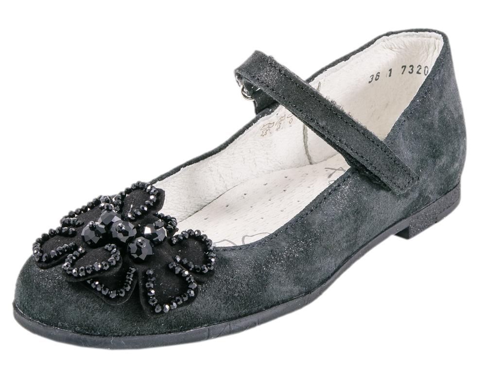 Туфли для девочек. 732077-22732077-22Туфли школьные выполнены в классическом чёрном цвете. Материал верха обуви натуральный, водоотталкивающий велюр с благородной бархатистой структурой. Носочная часть украшена цветочком. Подошва клеевого метода крепления. На ноге модель фиксируется липучкой.