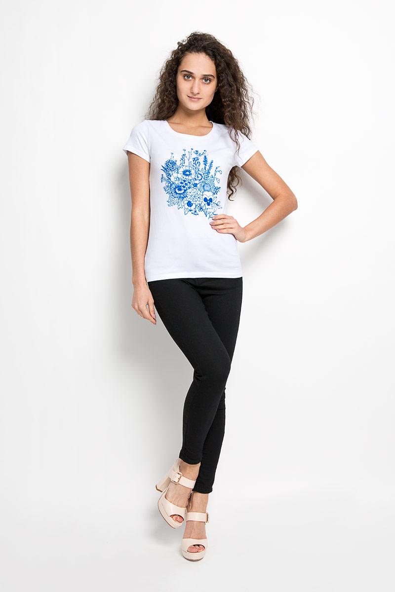 Футболка женская. 160067_12380/Bouquet160067_12380/BouquetСтильная женская футболка F5, выполненная из эластичного хлопка, обладает высокой теплопроводностью, воздухопроницаемостью и гигроскопичностью, позволяет коже дышать . Модель с короткими рукавами и круглым вырезом горловины - идеальный вариант для создания стильного современного образа. Футболка оформлена крупным принтом с изображением букета цветов. Такая модель подарит вам комфорт в течение всего дня и послужит замечательным дополнением к вашему гардеробу.