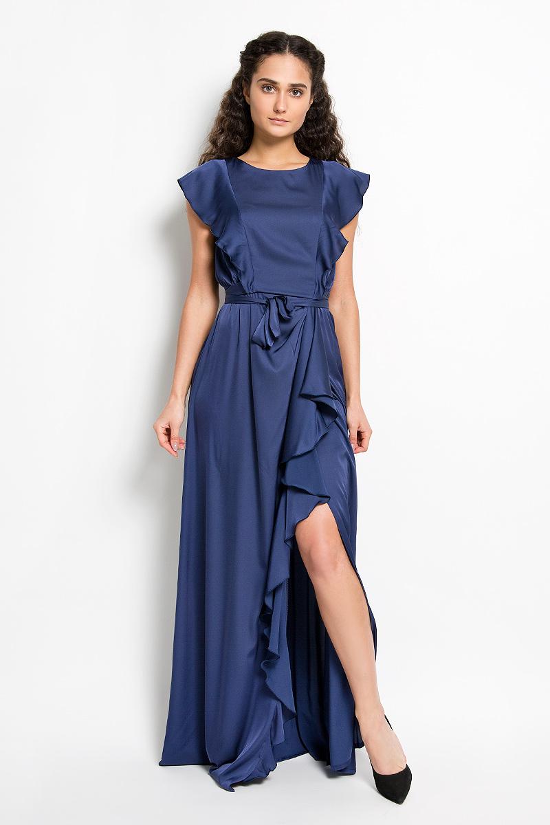 4600_708Стильное платье Seam, выполненное из струящегося легкого материала, подчеркнет ваш уникальный стиль и поможет создать оригинальный женственный образ. Платье-макси свободного кроя с круглым вырезом горловины придется вам по душе. Спереди и сзади модель оформлена оригинальными валанами. На талии модель дополнена сборкой и небольшим поясом, который можно завязать сзади на аккуратный бант. Юбка дополнена длинный разрезом и большим валаном. Такое платье станет стильным дополнением к вашему гардеробу.