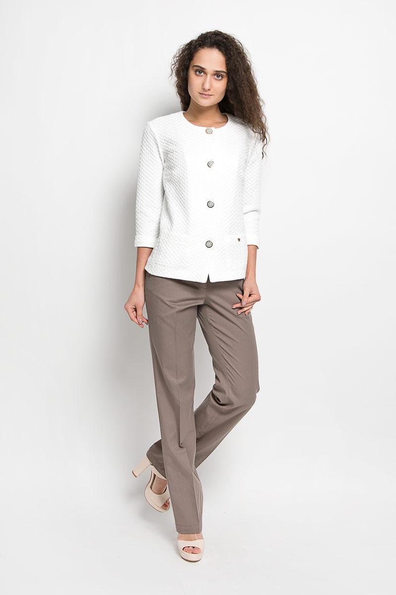 S16-11010Стильные женские брюки Finn Flare - это изделие высочайшего качества, которое превосходно сидит и подчеркнет все достоинства вашей фигуры. Они выполнены из высококачественного хлопка с добавлением вискозы, что обеспечивает комфорт и удобство при носке. Модные брюки прямого кроя и стандартной посадки станут отличным дополнением к вашему современному образу. Брюки застегиваются на пуговицу в поясе и ширинку на застежке-молнии, имеются шлевки для ремня. Брюки имеют два втачных кармана спереди и оформлены имитацией карманов сзади. Эти модные и в тоже время комфортные брюки послужат отличным дополнением к вашему гардеробу.
