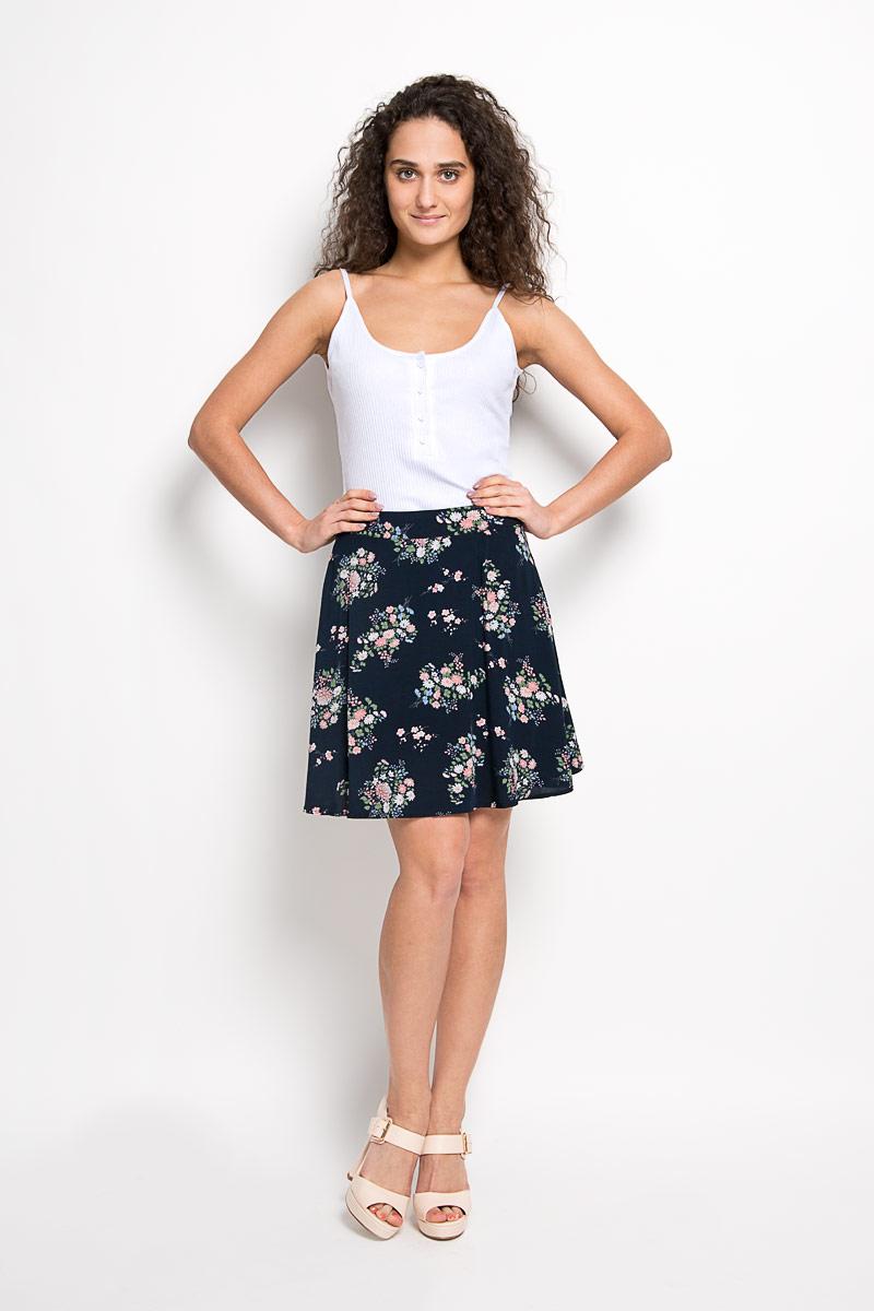 ЮбкаCK2832Эффектная юбка Glamorous поможет создать оригинальный женственный образ. Изготовленная из натурального хлопка, она позволяет коже дышать, не сковывает движения и обеспечивает удобство при носке. Модель конического кроя имеет пришивной пояс и застегивается сзади на металлический крючок и застежку-молнию. Оформлено изделие красочным цветочным принтом. Стильная юбка займет достойное место в вашем гардеробе и будет дарить вам комфорт в течение всего дня.