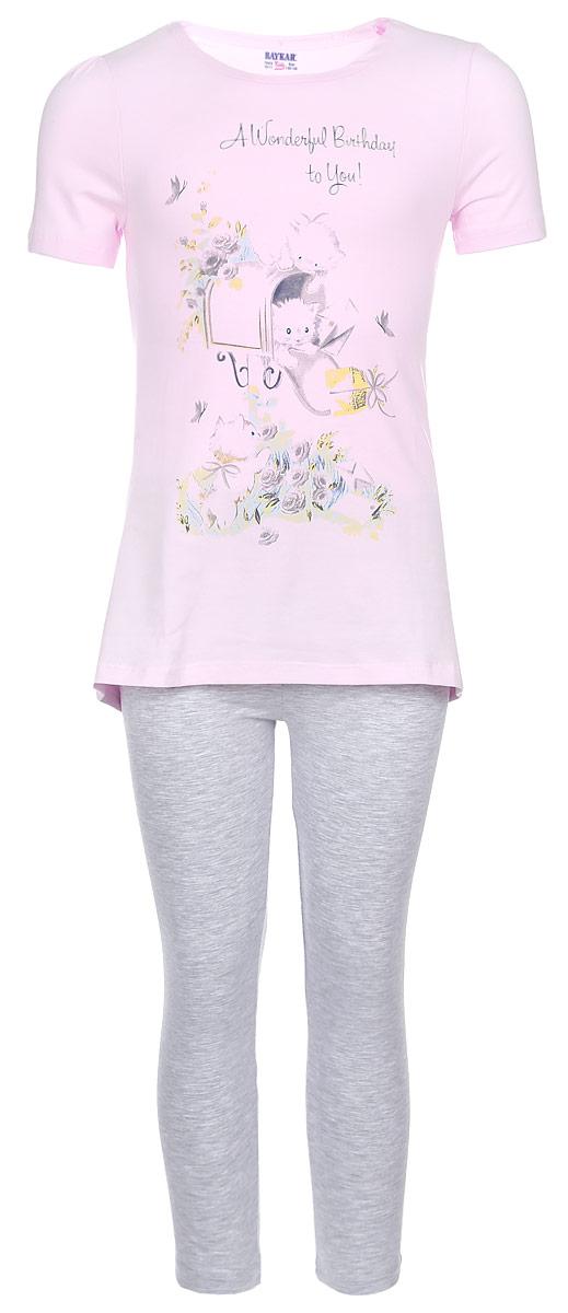 Комплект одеждыN9042209-22Комплект одежды для девочки Baykar состоит из футболки и капри. Комплект выполнен из эластичного хлопка, необычайно мягкий, очень приятный к телу, не сковывает движения, хорошо пропускает воздух. Футболка с круглым вырезом горловины и короткими рукавами имеет трапециевидный силуэт. Модель украшена принтом с изображением котят и принтовой надписью. Капри на талии имеют мягкую резинку, благодаря чему они не сдавливают животик ребенка и не сползают. В таком комплекте маленькая принцесса будет чувствовать себя комфортно и уютно во время отдыха!
