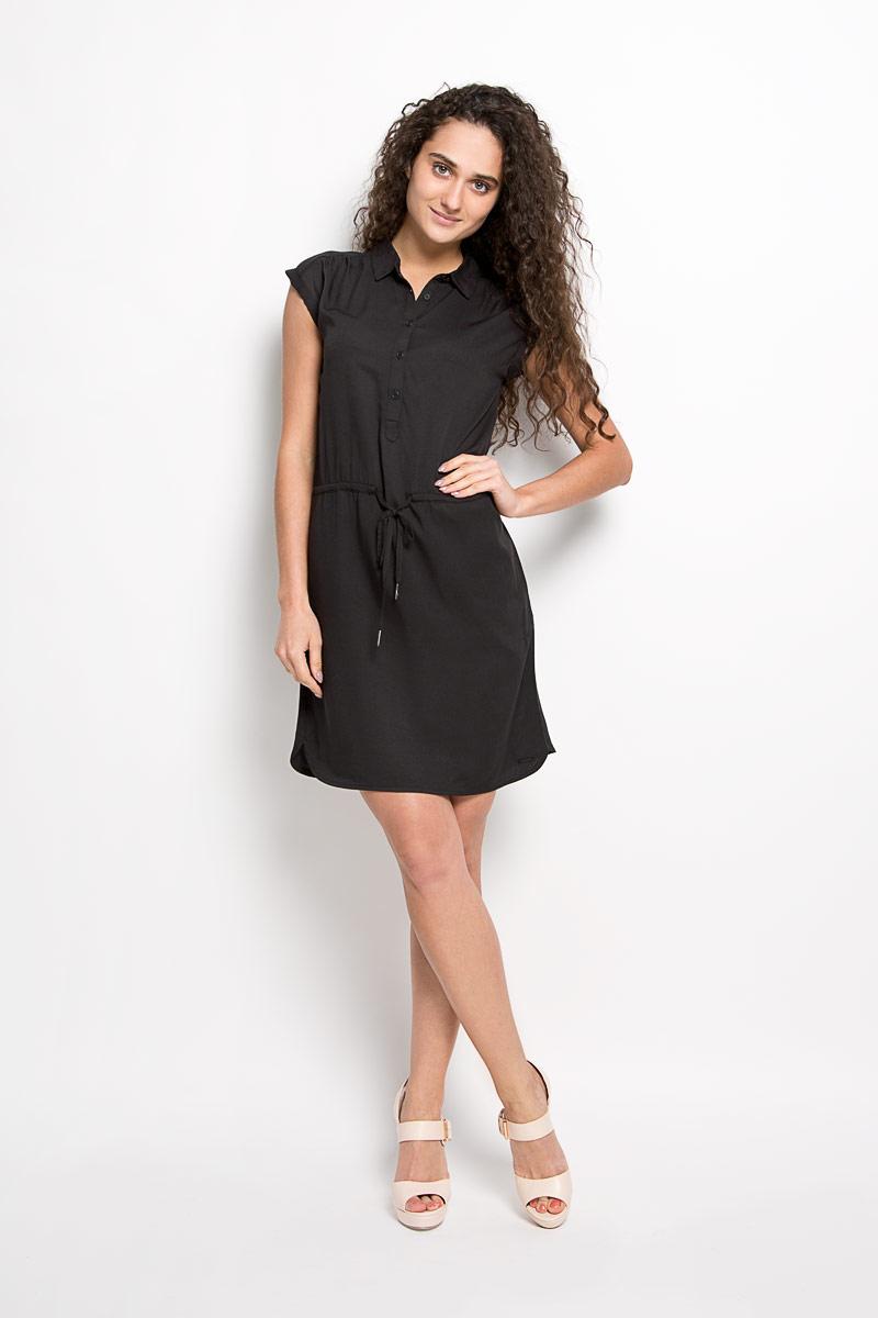 ПлатьеJ2EJ204545_9650Модное платье Calvin Klein Jeans станет отличным дополнением к вашему гардеробу. Модель, изготовленная из вискозы, очень мягкая, тактильно приятная, не сковывает движения и позволяет коже дышать. Платье-миди свободного кроя с отложным воротником и короткими рукавами-кимоно застегивается спереди на пять пуговиц. Рукава дополнены декоративными отворотами. Обхват талии регулируется с помощью затягивающегося шнурка. По бокам находятся два втачных кармана. Такое платье станет стильным дополнением к вашему гардеробу, оно подарит вам комфорт в течение всего дня!