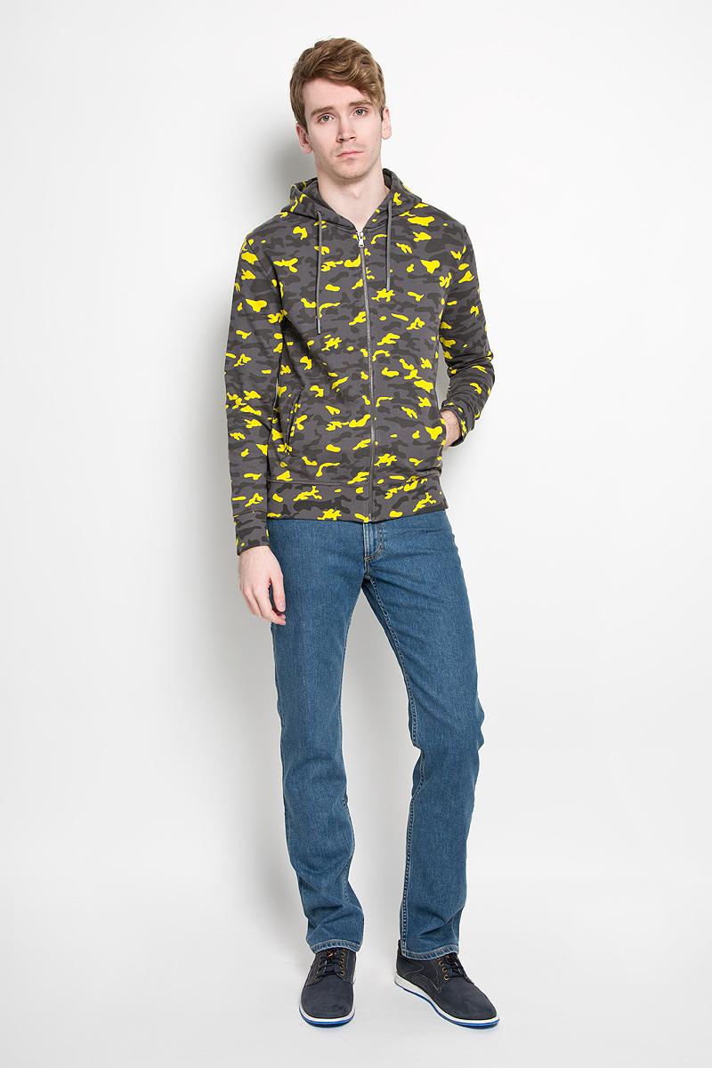 ТолстовкаW16-21108_110Стильная мужская толстовка Calvin Klein Jeans, изготовленная из натурального хлопка, необычайно мягкая и приятная на ощупь, не сковывает движения, обеспечивая наибольший комфорт. Толстовка с длинными рукавами и капюшоном спереди застегивается на застежку-молнию. Капюшон затягивается на кулиску. Рукава и низ изделия дополнены широкой трикотажной резинкой. Модель оформлена принтом камуфляж и спереди дополнена двумя прорезными карманами. Эта модная и в тоже время комфортная толстовка отличный вариант как для активного отдыха, так и для занятий спортом!