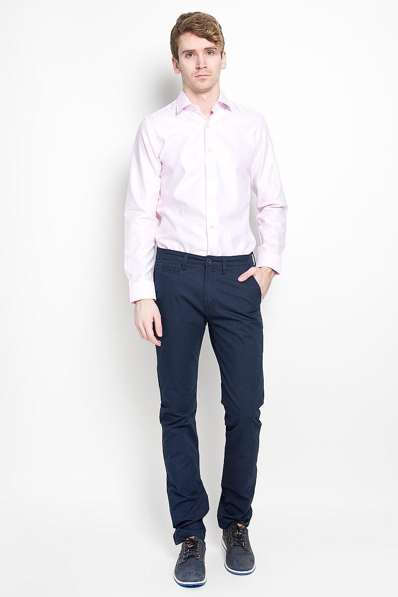 Рубашка мужская. SW 87SW 87-03Мужская рубашка KarFlorens изготовлена из высококачественного хлопка с добавлением микрофибры. Необычайно мягкая и приятная на ощупь модель не сковывает движения и позволяет коже дышать, обеспечивая комфорт. Рубашка с длинными рукавами и отложным воротником застегивается на пуговицы, оформленные тиснением с названием бренда. Манжеты со срезанными уголками и регулировкой ширины также застегиваются на пуговицы. Такая рубашка станет идеальным дополнением вашего гардероба. Она порадует настоящих ценителей комфорта и практичности!