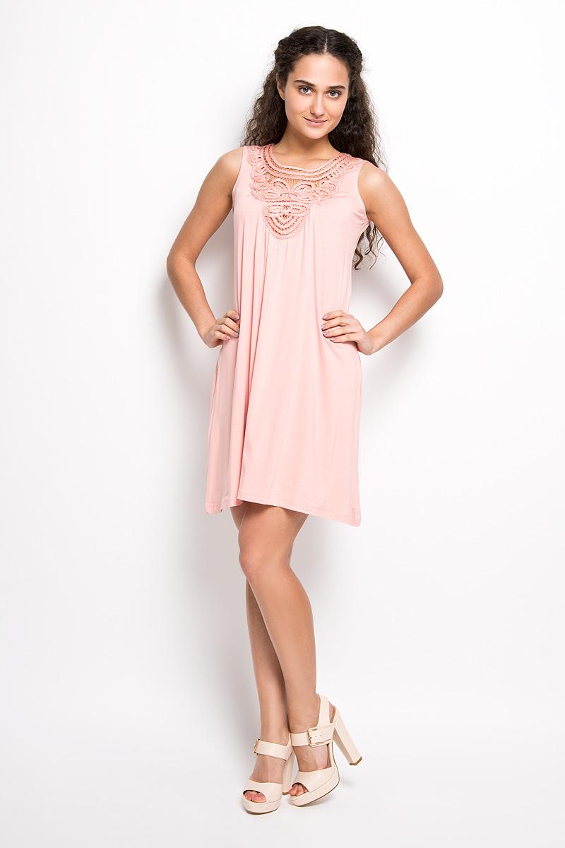 LD 008-01Оригинальное платье Karff станет ярким и стильным дополнением к вашему гардеробу. Изделие выполнено из вискозы с добавлением лайкры, приятное к телу, не сковывает движения и хорошо вентилируется. Модель с круглым вырезом горловины и без рукавов спереди оформлено кружевной вставкой ручной работы. Это эффектное платье поможет создать привлекательный женственный образ.