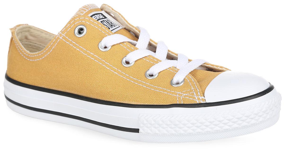 351178Стильные детские кеды Chuck Taylor All Star Hi от Converse придутся по душе вашему ребенку! Модель выполнена из текстиля и оформлена на язычке - фирменной нашивкой, сбоку - декоративными металлическими люверсами, на мысе - прорезиненной накладкой. Классическая шнуровка обеспечивает надежную фиксацию обуви на ноге. Текстильная подкладка предотвратит натирание. Стелька из материала EVA с текстильной поверхностью комфортна при движении. Резиновая рельефная подошва обеспечивает идеальное сцепление с различными поверхностями. Модные и практичные кеды - основа гардероба каждого ребенка.