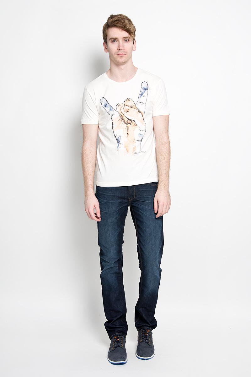 M28098-0245_GW76Стильная мужская футболка Lee Cooper, выполненная из высококачественного мягкого хлопка, обладает высокой теплопроводностью, воздухопроницаемостью и гигроскопичностью, позволяет коже дышать. Модель с короткими рукавами и круглым вырезом горловины оформлена оригинальным принтом. Эта футболка - идеальный вариант для создания эффектного образа.