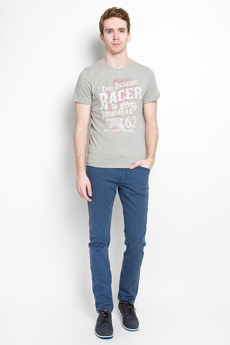 1034645.00.10_2651Стильная мужская футболка Tom Tailor, выполненная из высококачественного хлопка с добавлением полиэстера, обладает высокой воздухопроницаемостью и гигроскопичностью, позволяет коже дышать. Такая футболка великолепно подойдет как для повседневной носки, так и для спортивных занятий. Комфортные плоские швы исключают риск натирания. Модель с короткими рукавами и круглым вырезом горловины - идеальный вариант для создания модного современного образа. Футболка оформлена принтом с изображением надписей на английском языке. На внутренней стороне расположен принт с изображением американского флага. Такая модель подарит вам комфорт в течение всего дня и послужит замечательным дополнением к вашему гардеробу.