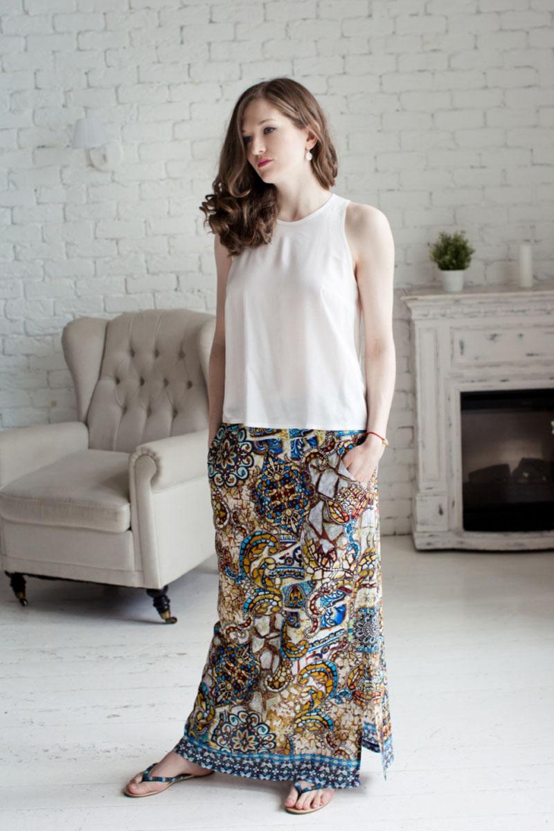 71171301Женский комплект одежды MARUSЯ состоит из топа и юбки. Комплект изготовлен из приятного на ощупь высококачественного материала 100% вискозы. Топ свободного кроя с круглым вырезом горловины. Удобная юбка на широкой эластичной резинке. Оформлена модель ярким принтом.