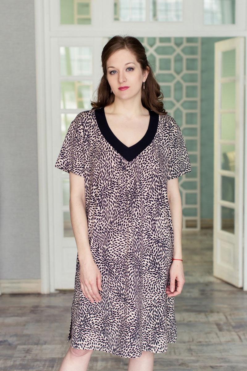 71171906Стильное женское платье MARUSЯ свободного силуэта выполнено из 100% вискозы. Модель с короткими рукавами и V-образным вырезом горловины. Оформлено платье контрастным принтом и по бокам дополнено небольшими разрезами.